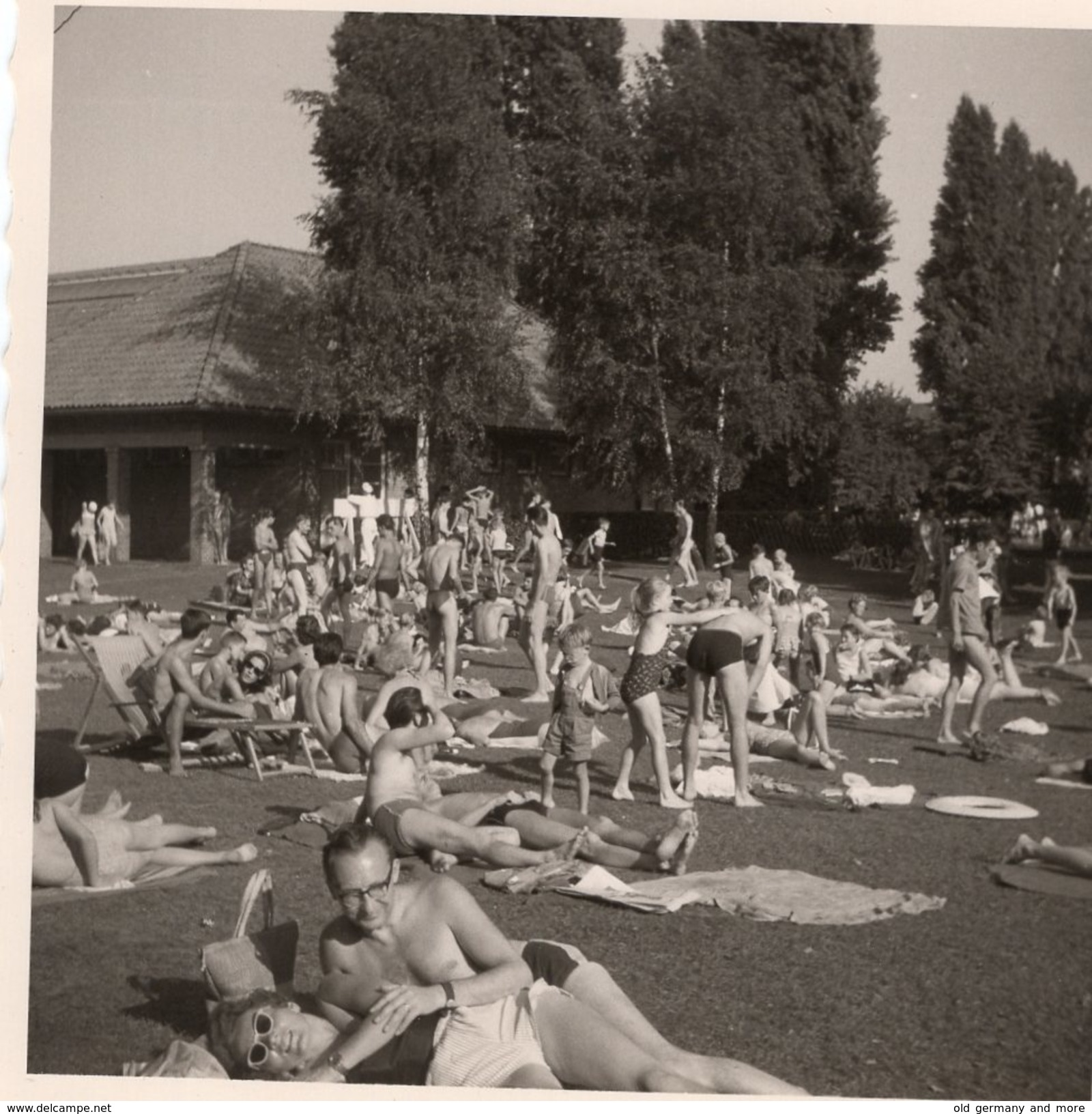 Sommertag Im Freibad - Pin-Ups
