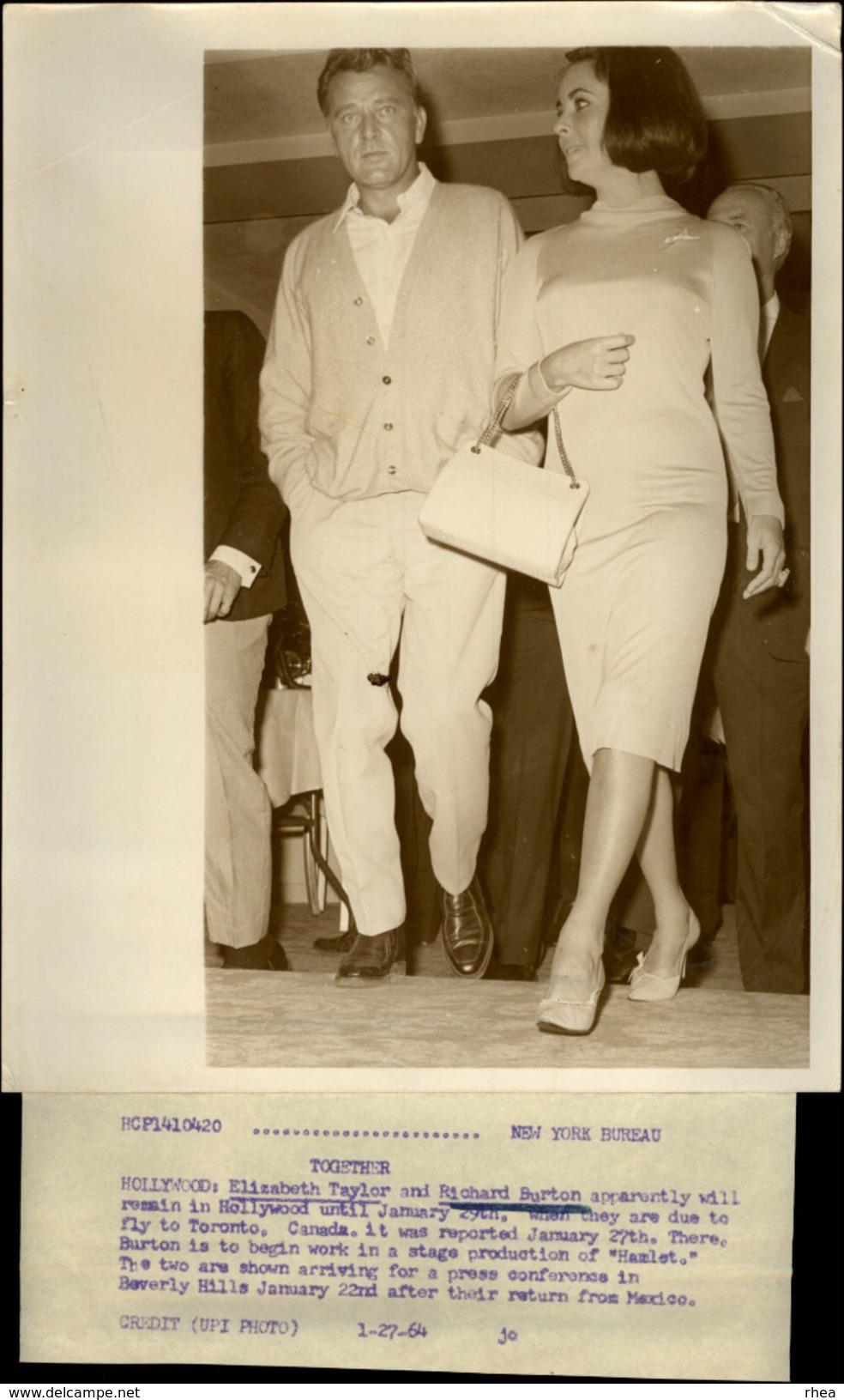 PHOTO - Photo De Presse - LIZ TAYLOR - Actrice - RICHARD BURTON - 1964 - Célébrités