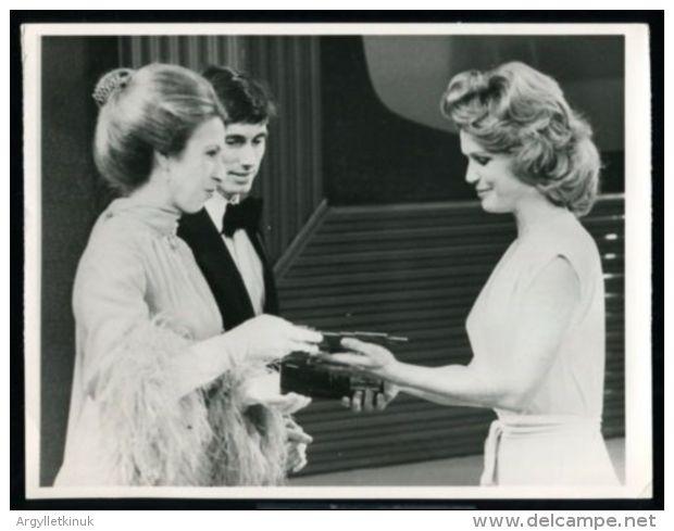 HRH PRINCESS ANNE 1975 LEE REMICK - Famous People