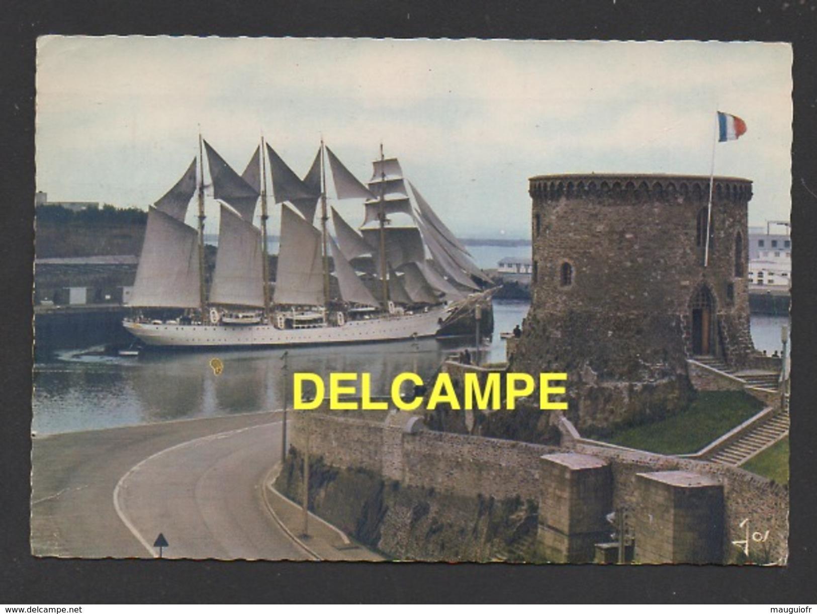 """DF / TRANSPORTS / BATEAUX / VOILIERS / """" QUATRE MÂTS """", VOILIER CHILIEN DEVANT LE CHÂTEAU DE BREST / CIRCULÉE EN 1970 - Sailing Vessels"""