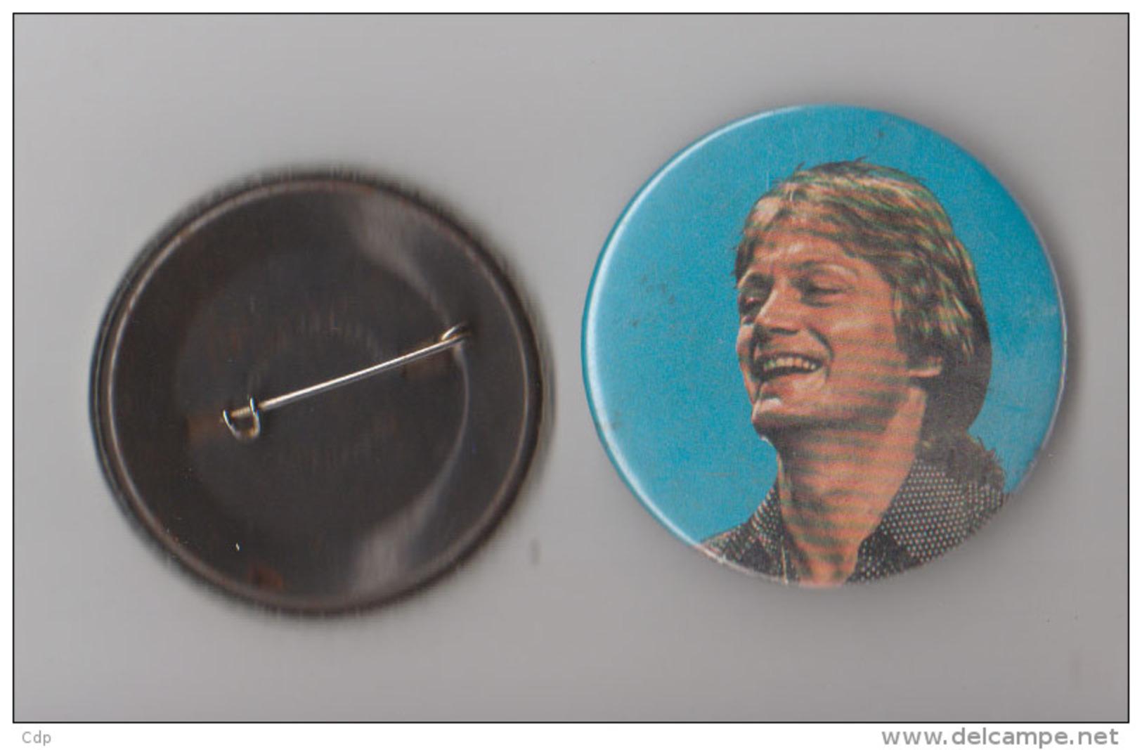 Badge Claude François  1980 - Objets Dérivés