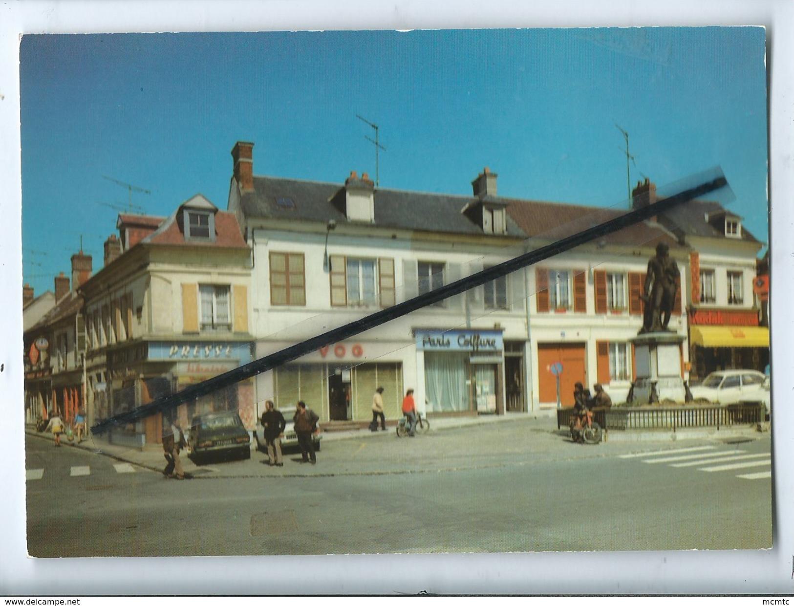 CPM -   Liancourt - (Oise) Place De La Rochefoucauld Et Rue Pasteur  (auto , Voiture Ancienne , Simca 1100) - Liancourt