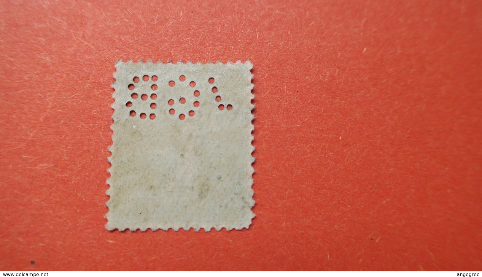 Perforé  Perfin  Référence Ancoper France  :   VGB31 - France