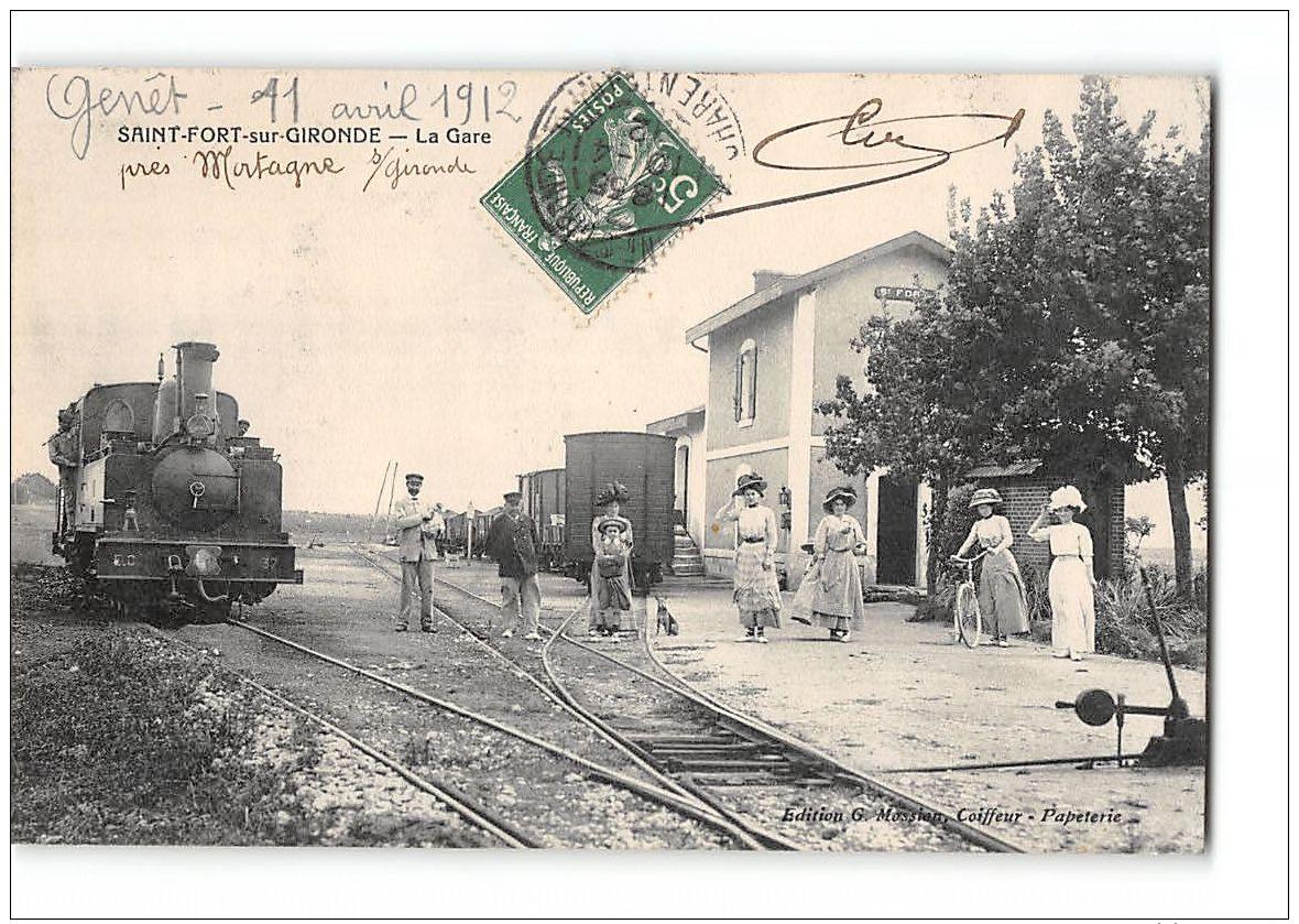 CPA 17 Saint St Fort Sur Gironde La Gare Et Le Train Tramway Ligne De Saintes Gemozac Jonzac - France