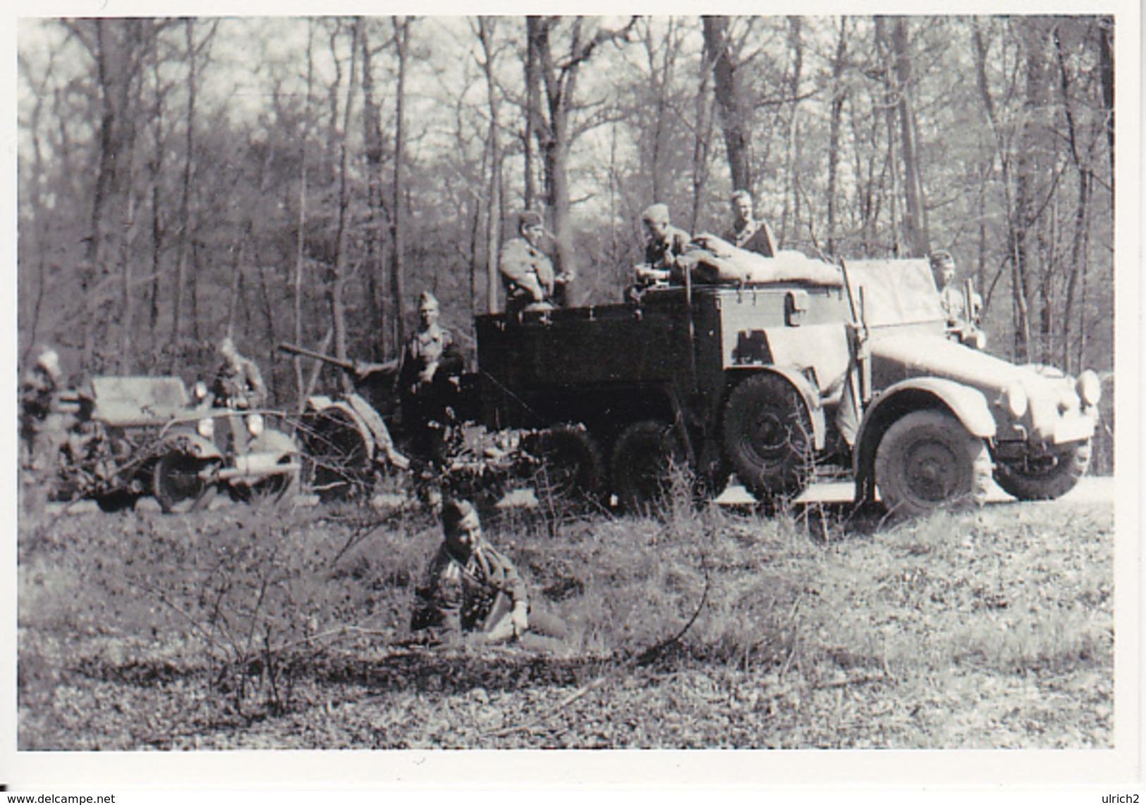 Foto Deutsche Soldaten Auf Zugfahrzeug Mit Pak/Flak - 2. WK - 9*7cm - Repro (29222) - Oorlog, Militair