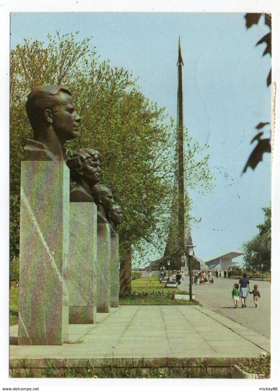 1987--tp  Voiture  Seul Sur Carte Postale Avec Petite Animation De   Moscou --cachet - Covers & Documents