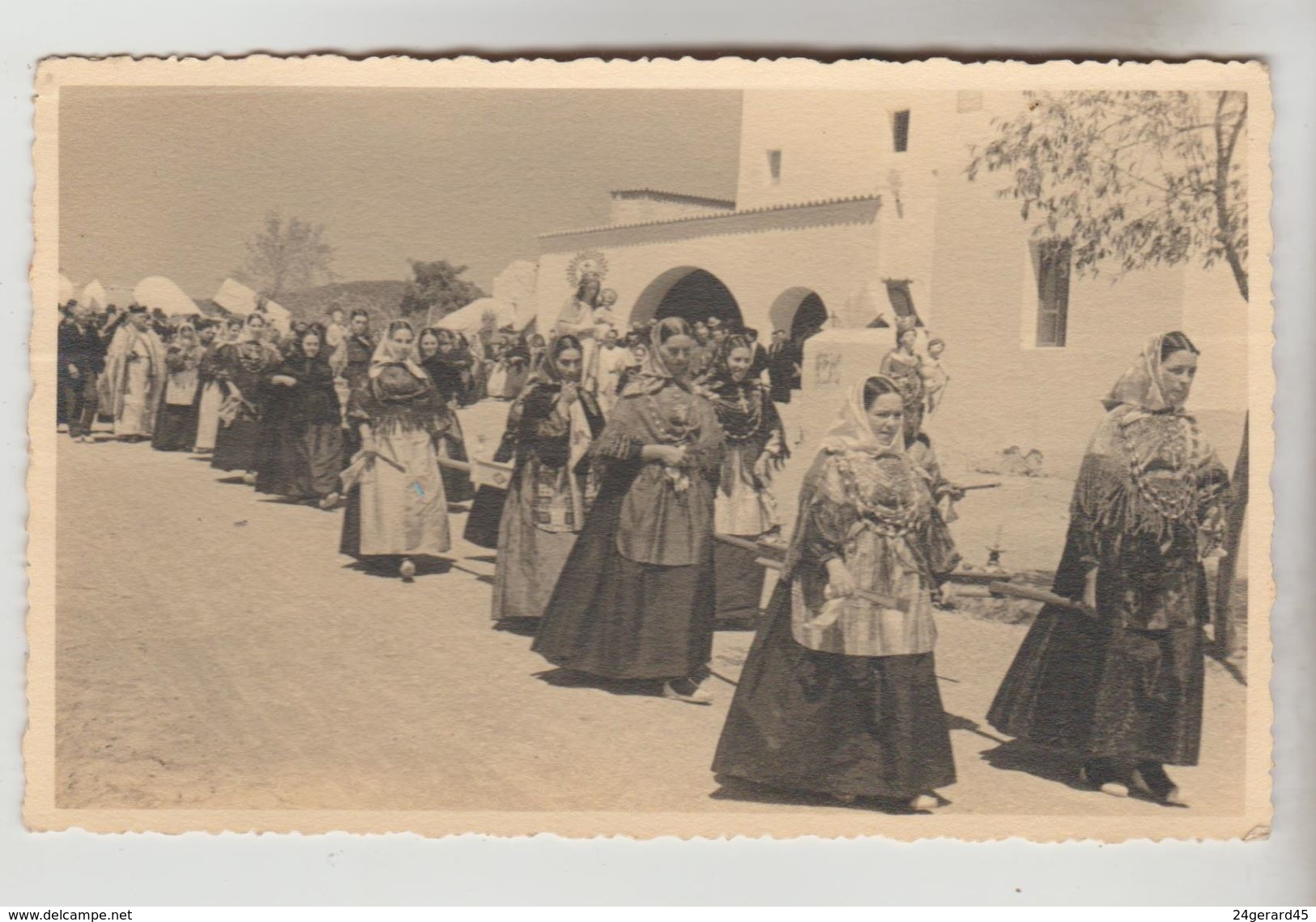 CPSM ESPAGNE FOLKLORE ET TRADITIONS - MAJORQUE : Cortège De Femmes En Costumes Régionaux - Costumes