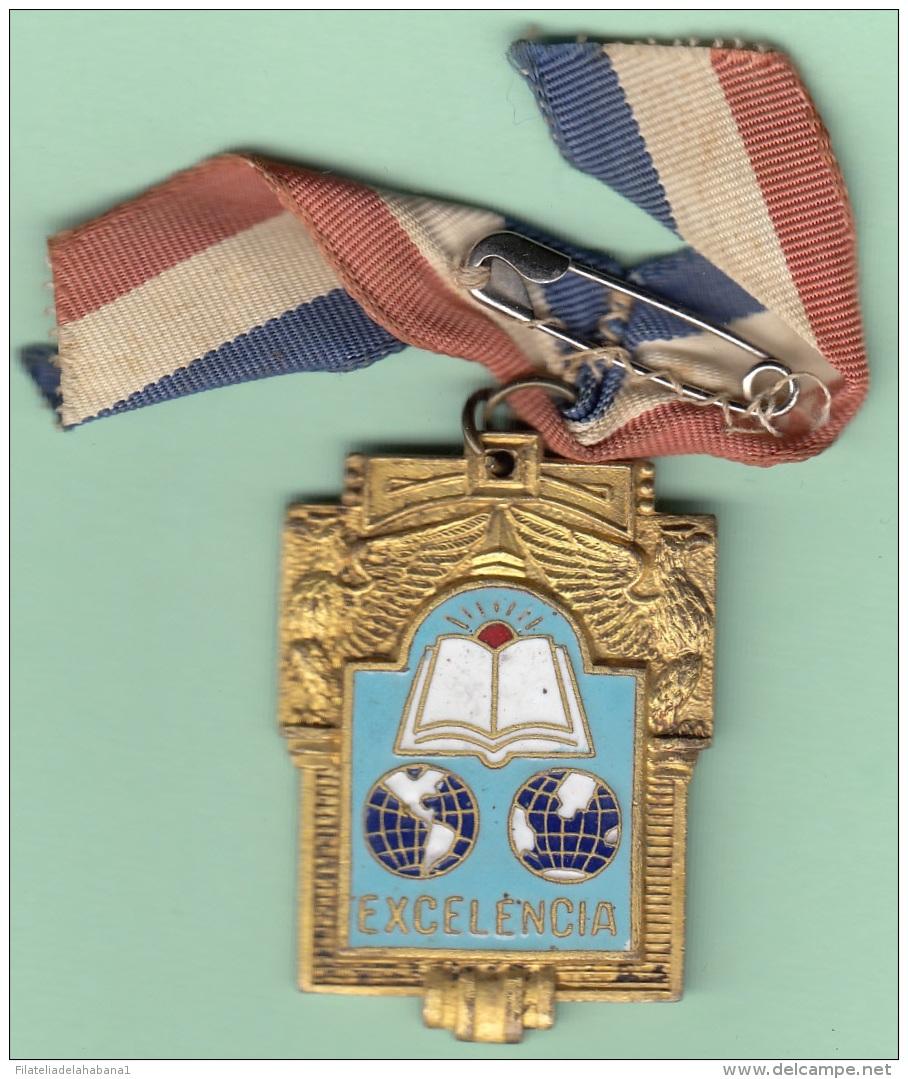 O424 CUBA CIRCA 1950. MEDALLA DE COLEGIO ESMALTADA. PREMIO EXCELENCIA 35 X 28 Mm. - Tokens & Medals