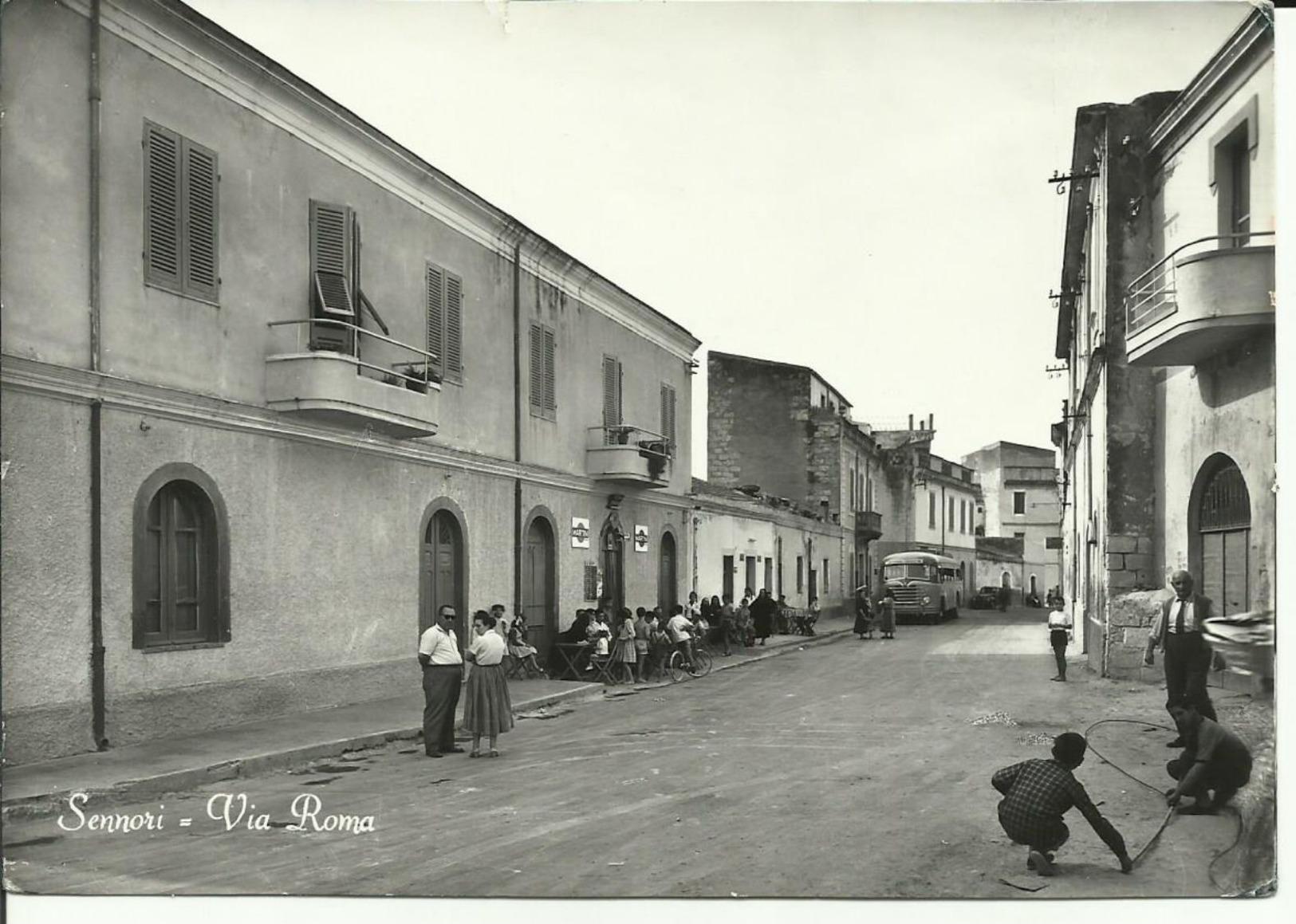 SENNORI SASSARI Via Roma Splendida Con Corriera  F/g Anni 50 Ma Viaggiata Nel 1960 - Sassari