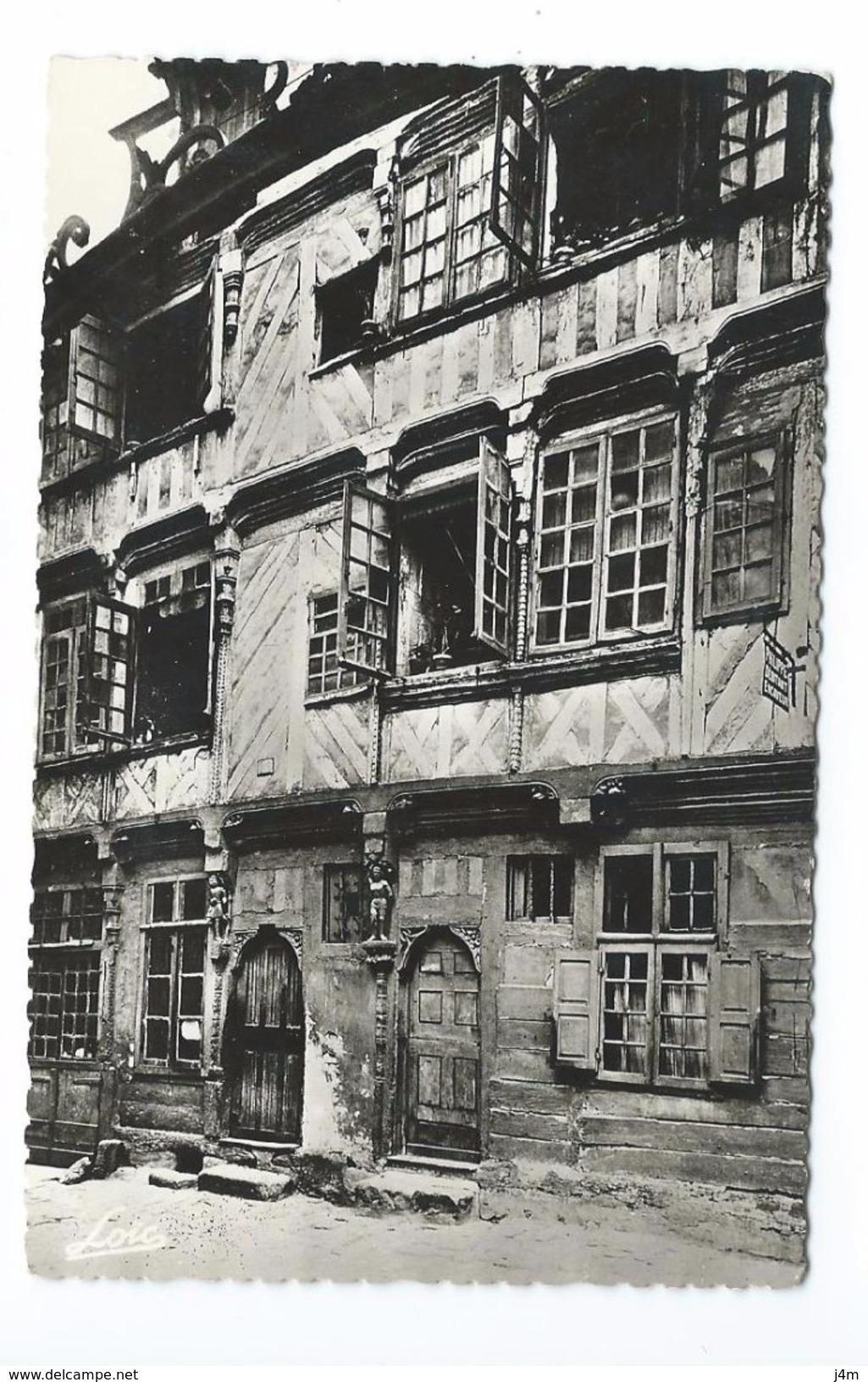 35/ ILLE Et VILAINE... RENNES. Ancienne Maison Des Chapelains De La Cathédrale Dite De Du Guesclin ( XVIe S.) - Rennes
