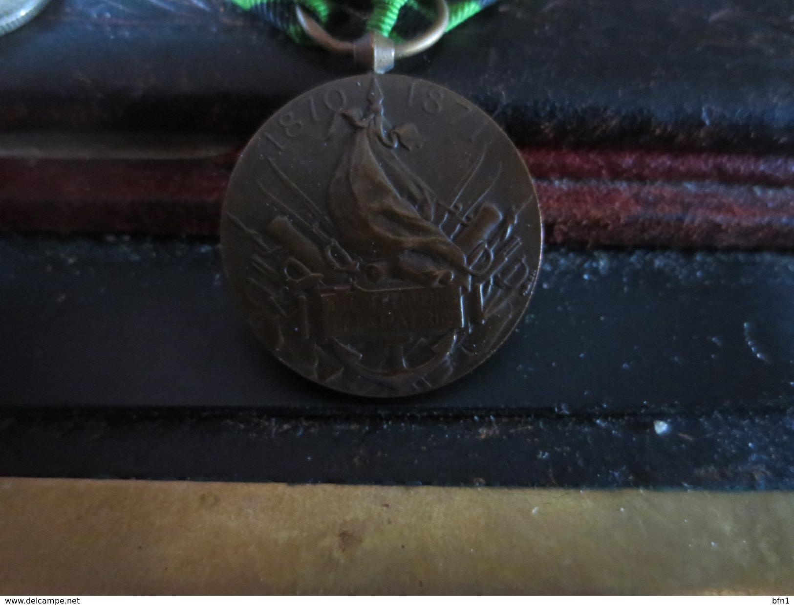 MEDAILLE - AUX DEFENSEURS DE LA PATRIE - 1870-1871-  VOIR PHOTOS - Médailles & Décorations