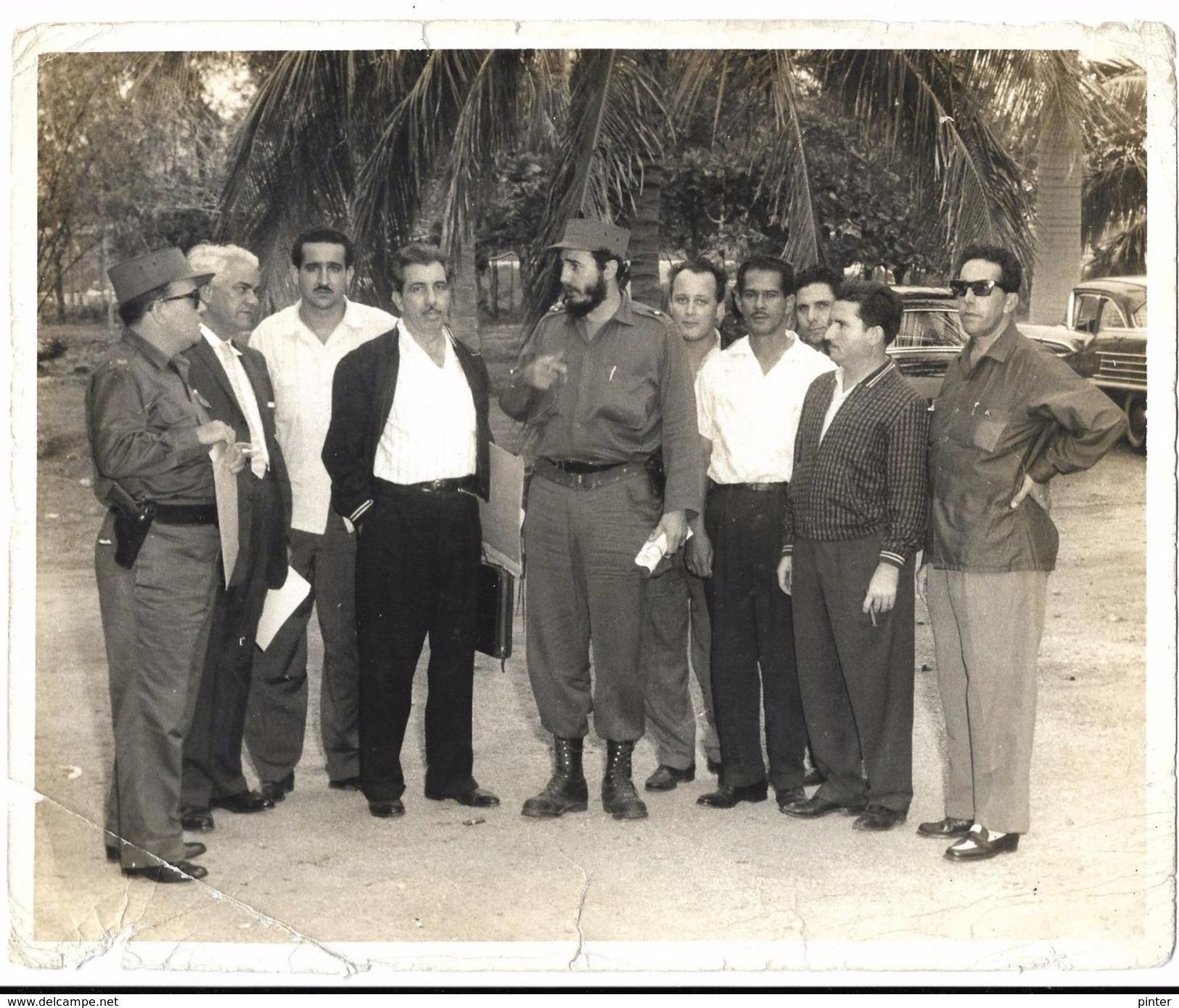 CUBA - Groupe De Personnes Avec FIDEL CASTRO - Cuba