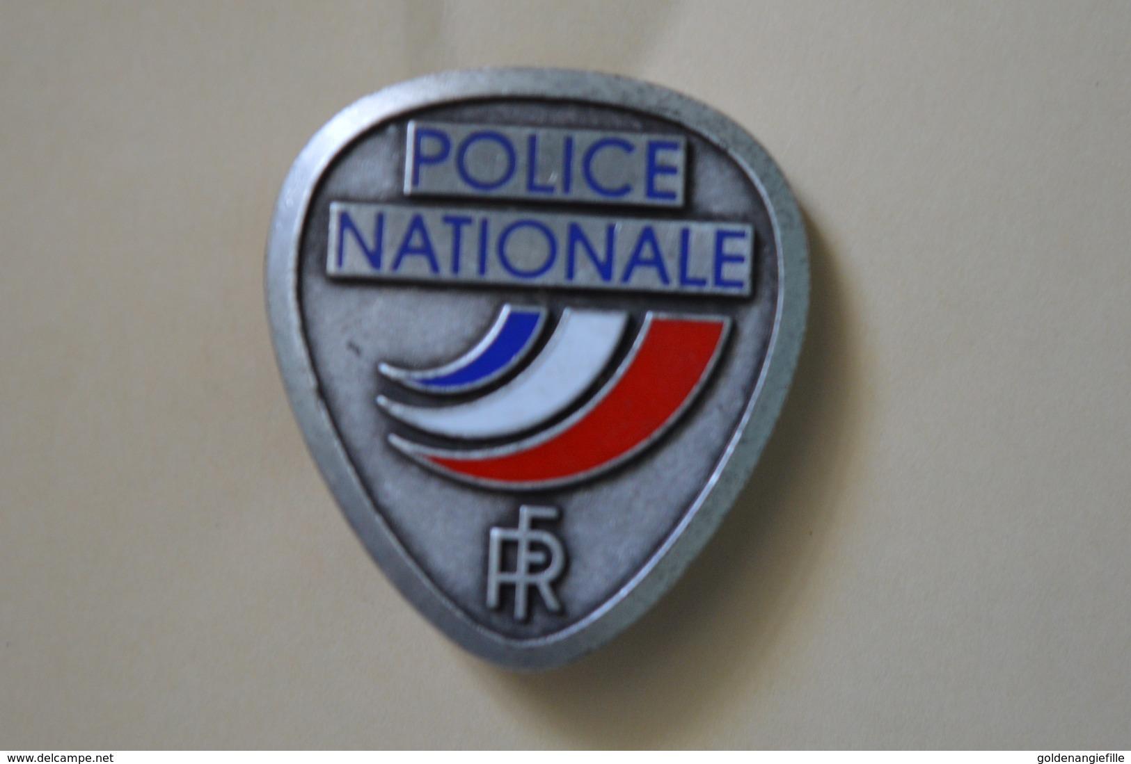 Police Nationale ----- Insigne Métal De Casquette ----- Occasion ----- Pour Collection Et Collectionneur - Police