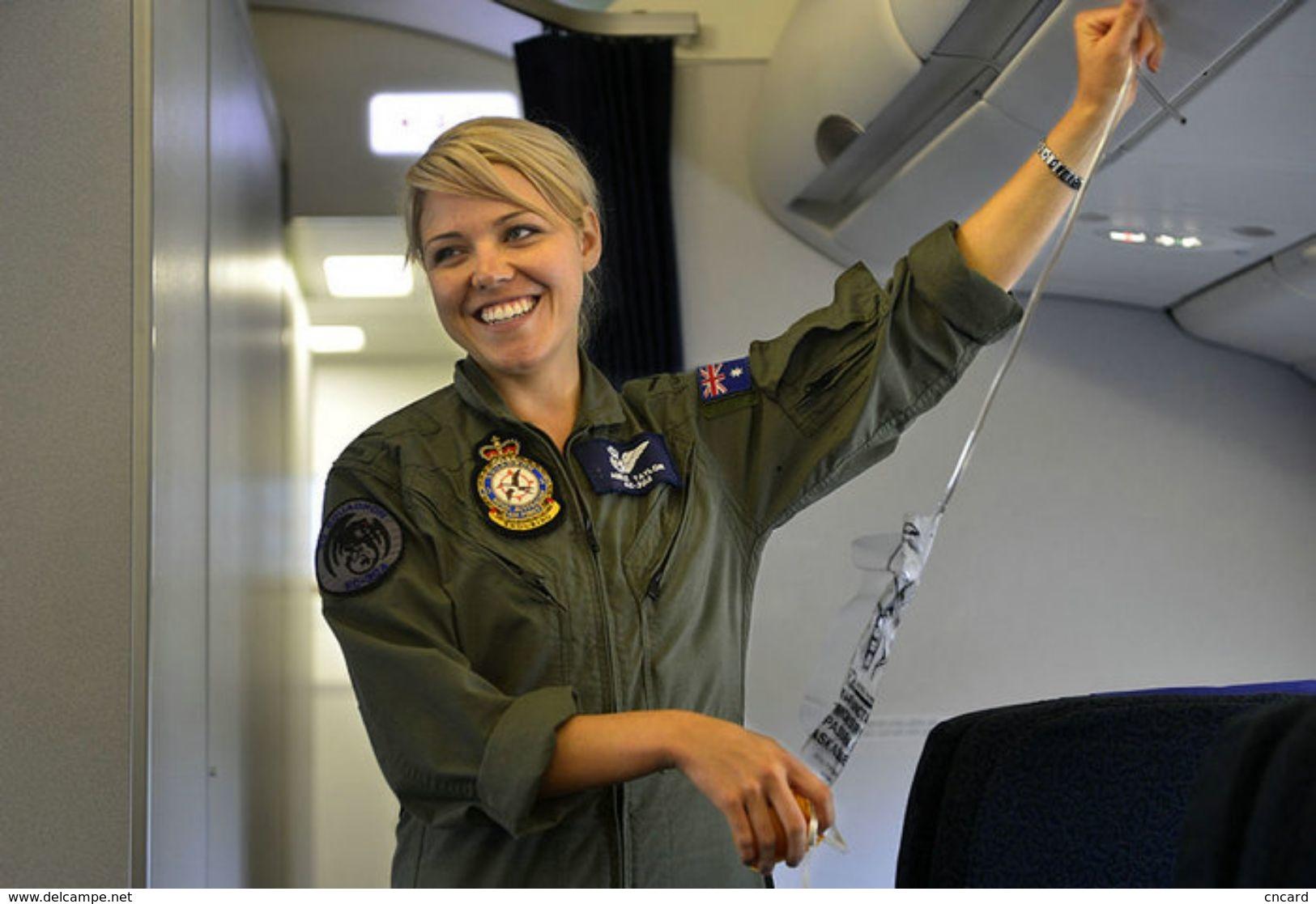T80-107 ]  Flight Attendants Air Attendants Stewardesses Hostesses Cabin Crew , China Pre-paid Card, Postal Stationery - Jobs