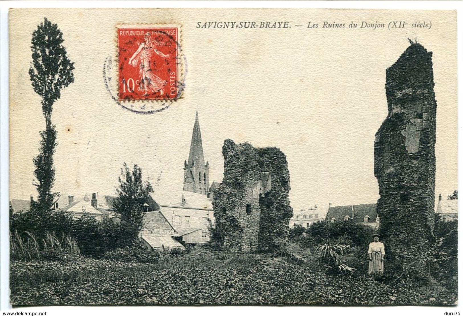 CPA - SAVIGNY SUR BRAYE Les Ruines Du Donjon ( Du XIIe Siècle ) Animée D'une Femme Au Pied Des Ruines Eglise Au Fond - France