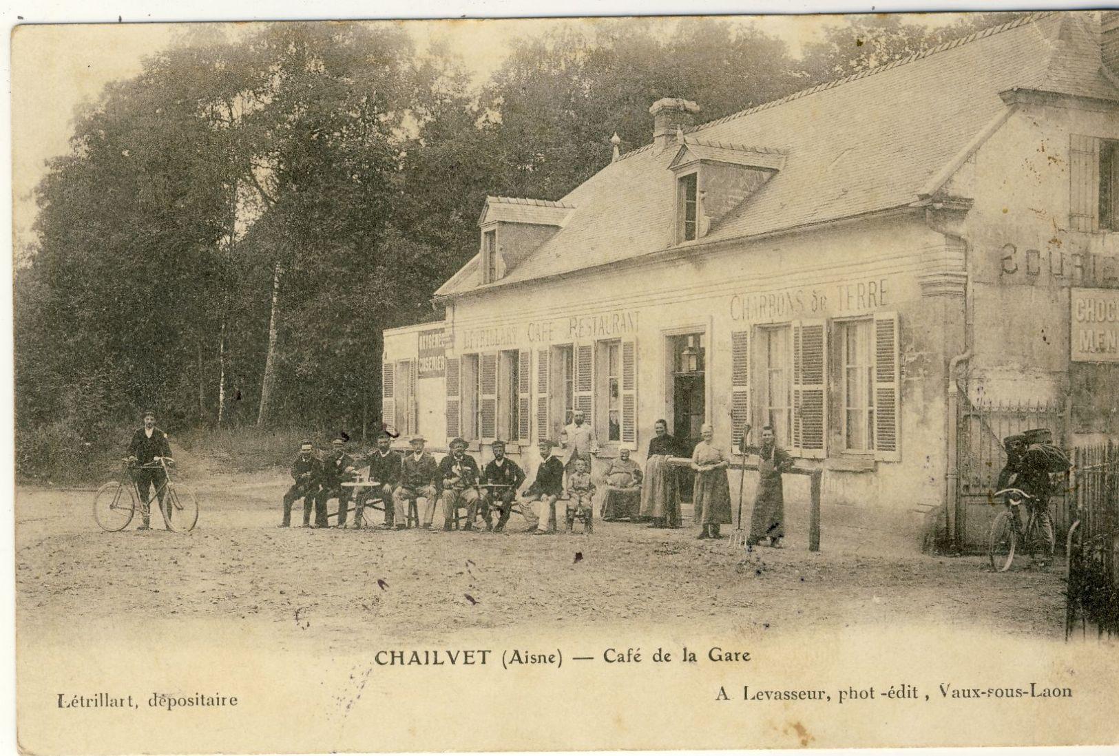 CHAILVET (Aisne) -- CAFE  DE  LA  GARE     Leger Petit Pli Coin - Other Municipalities