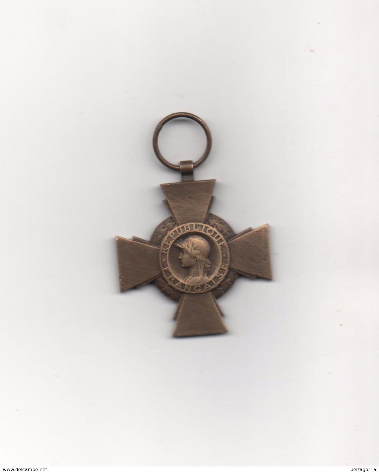 MEDAILLE  CROIX DU COMBATTANT -  1914 - 1918   ( Sans Ruban ) Poinçon Bronze - Francia
