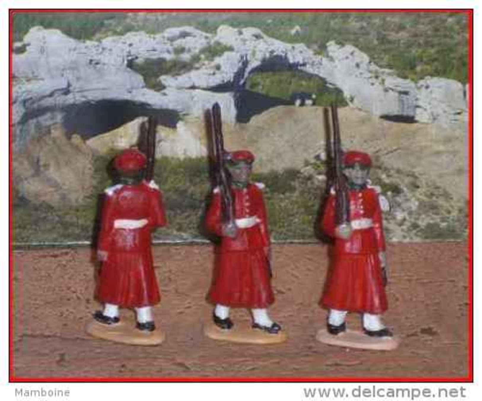 Quiralu   3  Gardes Du Sultan Du Maroc , Défilant  Fusil Sur L' épaule - Quiralu