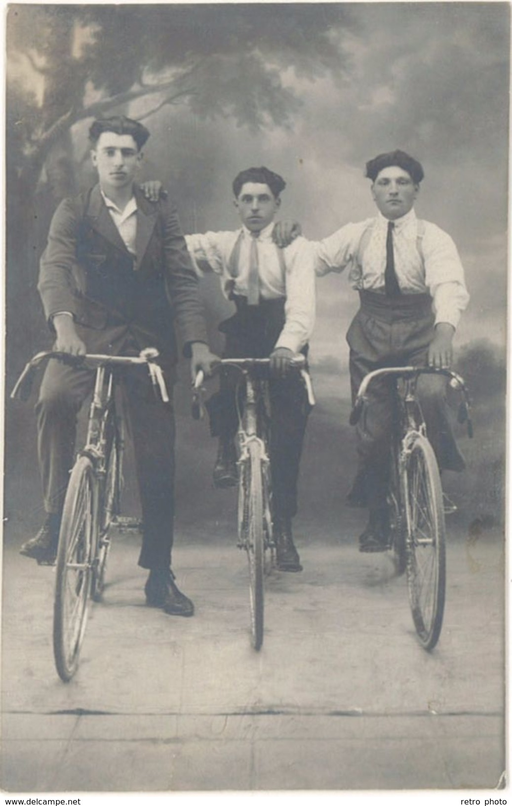 Carte-photo – Groupe De Cyclistes, Vélos, éditeur Photo Uzès   ( CPH ) - Cyclisme