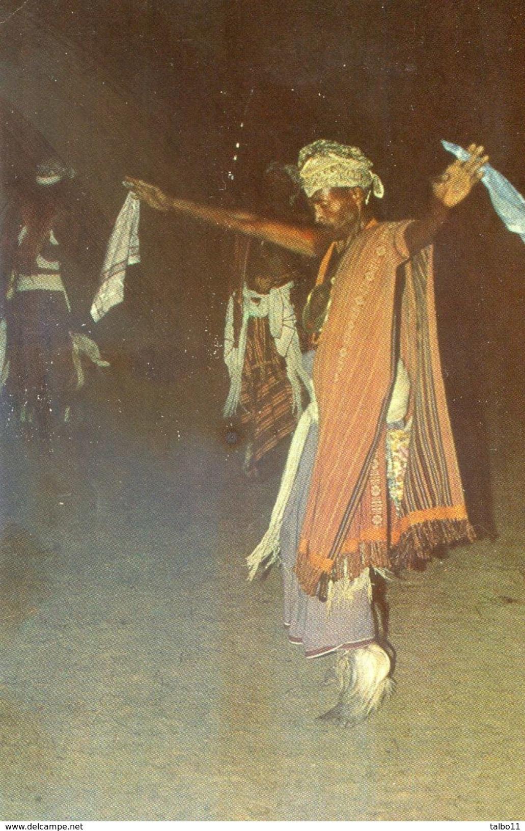 Timor - Guerreiro De Atesabe - Danse Avec Deux Mouchoirs - Timor Oriental