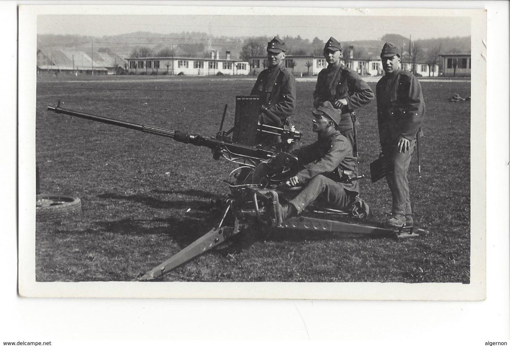 17234 -  Armée Suisse 1938 Soldats Mitrailleuse DCA Ecole De Recrue Kloten (Attention Bord Coupé) - Casernes