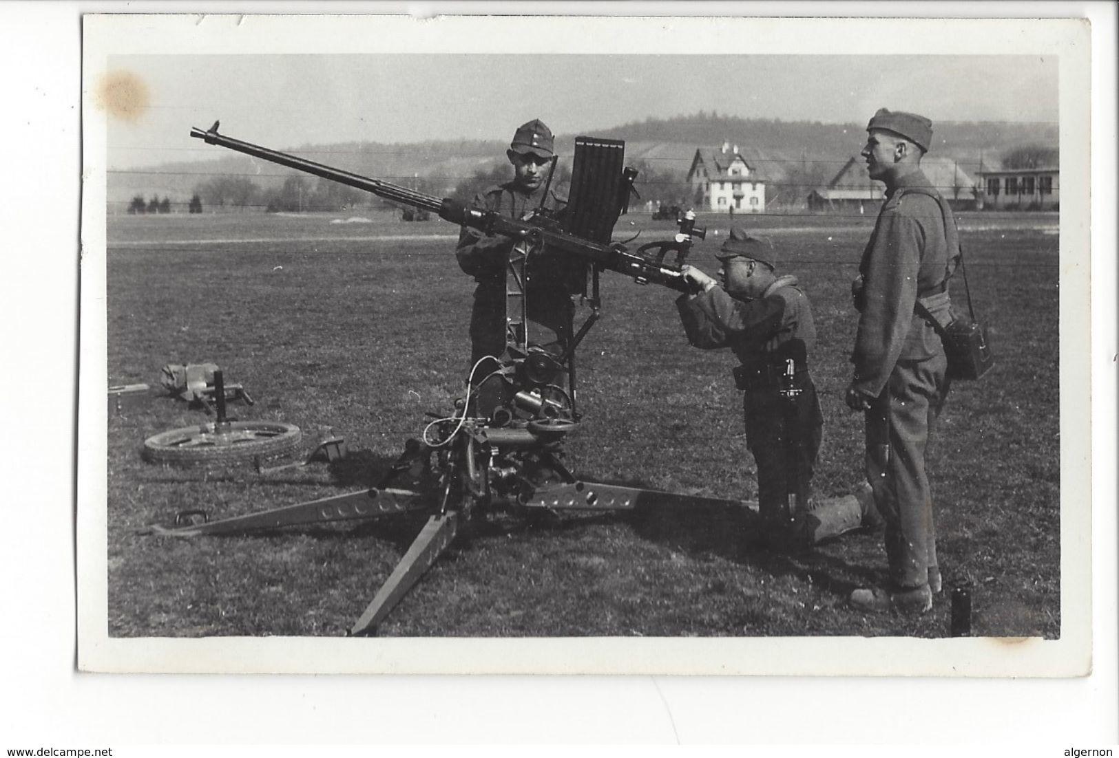 17235 - Armée Suisse 1938 Soldats Mitrailleuse DCA Ecole De Recrue Kloten (Attention Bord Coupé Et Taches) - Casernes