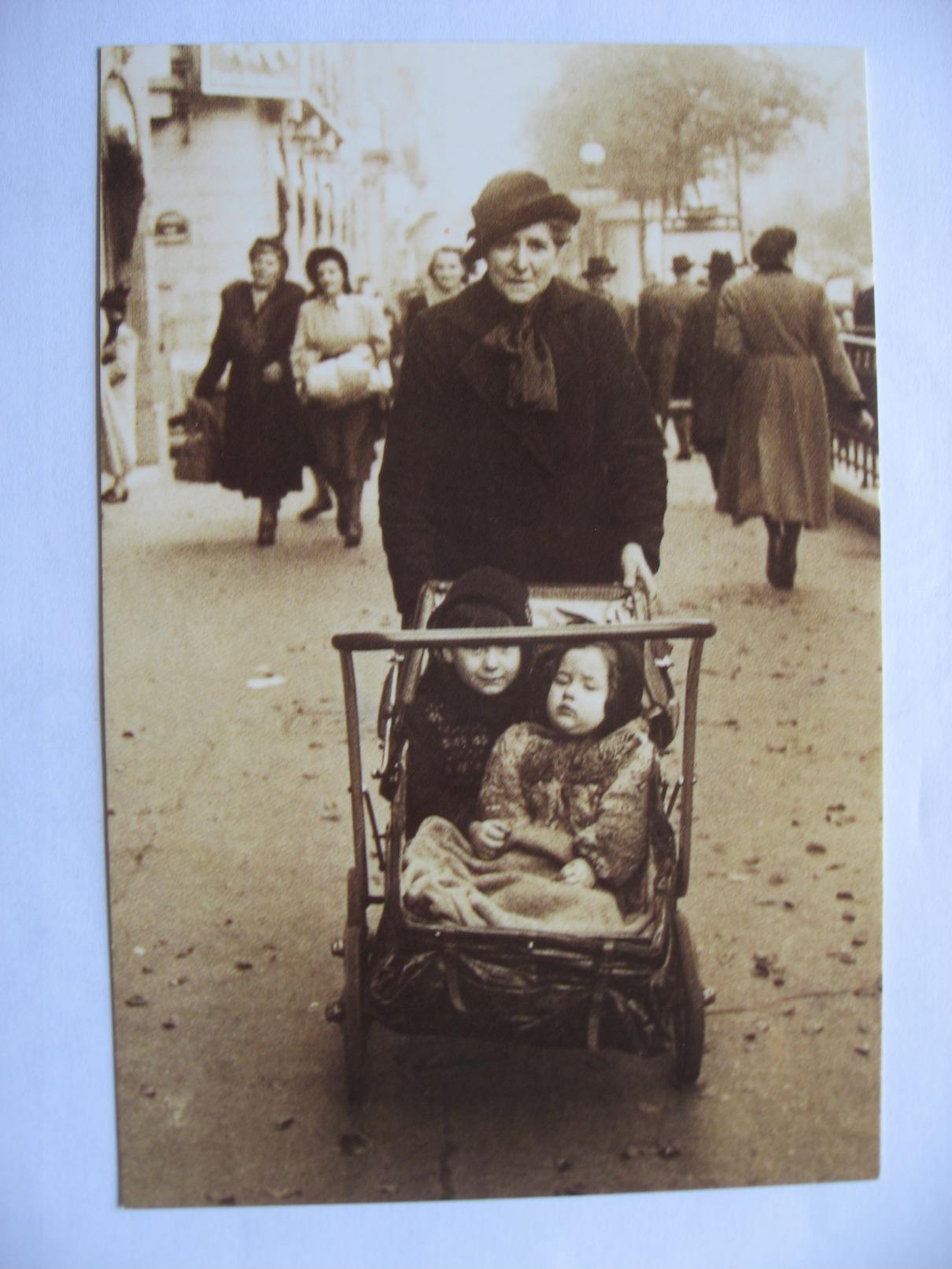 """Les Années 1940 Paris """"association Soleil """" Promenade De Tante Carmen  Poussette   Tirage Limité 2000 Exemplaires - Musique Et Musiciens"""