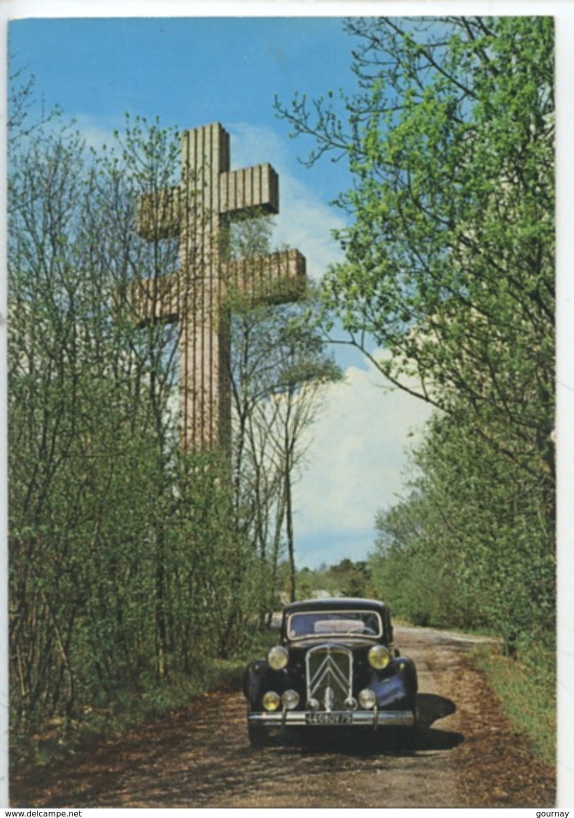 Citroën Traction Avant 15 CV Du Général De Gaulle  De 1955 à 1958 - Mémorial Colombey Les Deux églises (cp Vierge) - PKW