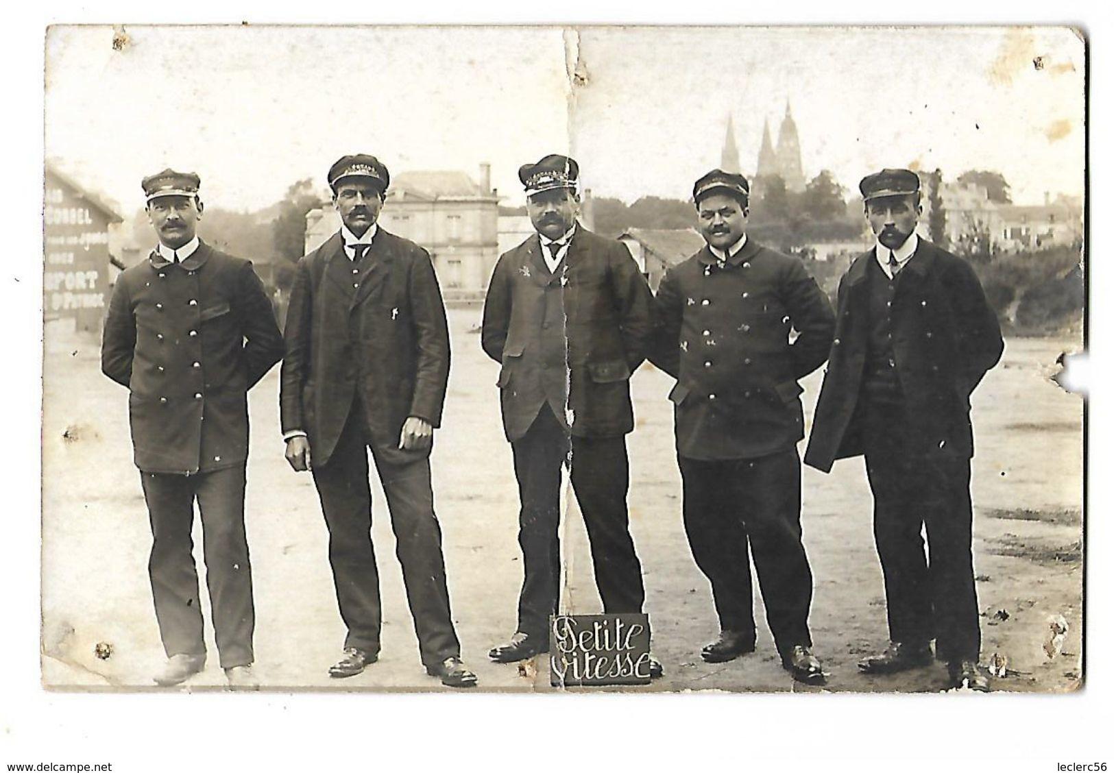 CARTE PHOTO CPA 1914 ANIMEE BAYEUX CHEMINOTS EMPLOYES DU CHEMINS DE FER - Autres