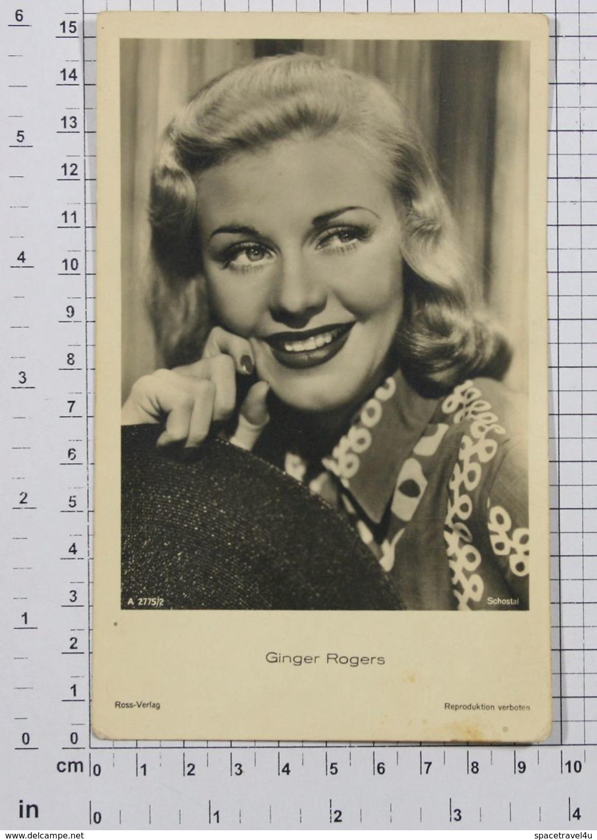 GINGER ROGERS - Vintage PHOTO POSTCARD (221-C) - Actors