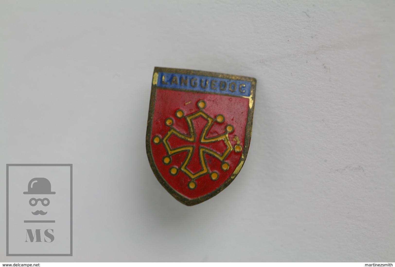 Vintage Languedoc, France Tourism Badge - Fútbol