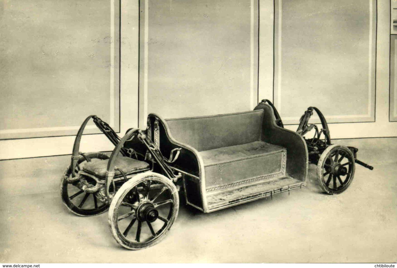 AUTOMOBILE /  /  L 38  /   CPM / CPSM   10 X 15 - Taxi & Carrozzelle