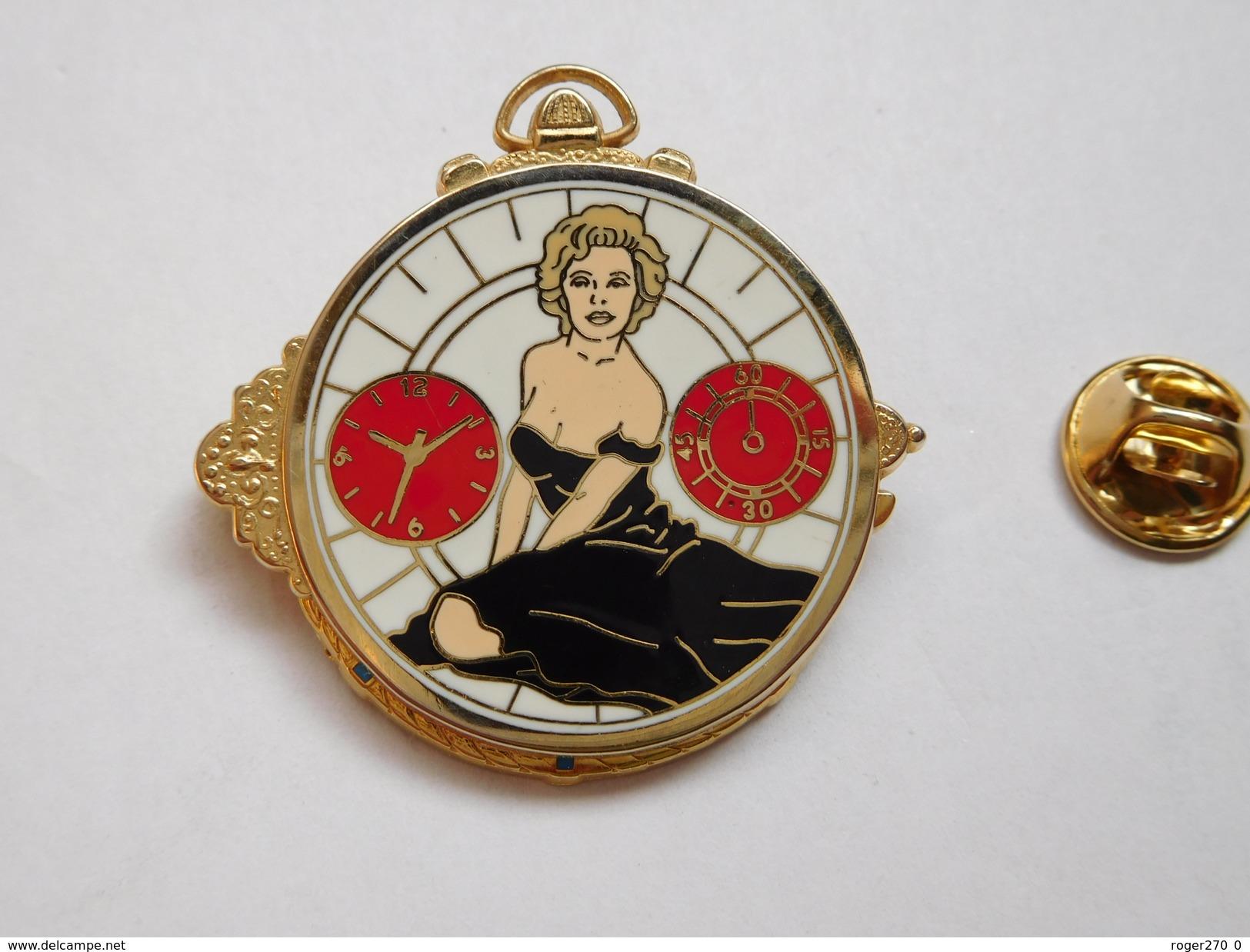 Superbe Pin's En Zamac , Pin Up , Marilyn Monroe , Montre , Double Moules , Ballard , Marc Ways , 800 Ex. - Pin-ups