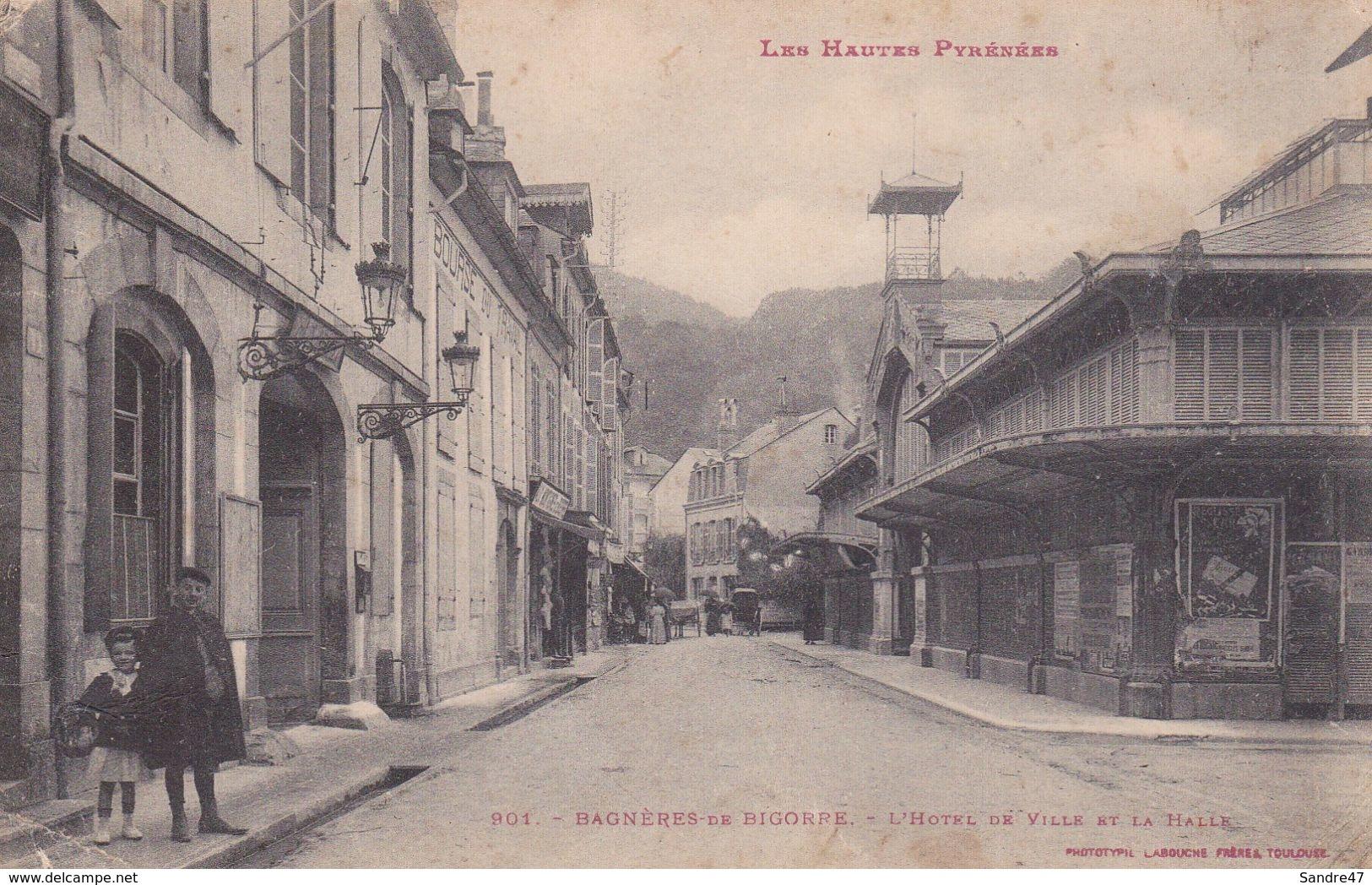 CPA (65) BAGNERES DE BIGORRE.  L'hôtel De Ville Et La Halle, Animé. ..G665 - Bagneres De Bigorre