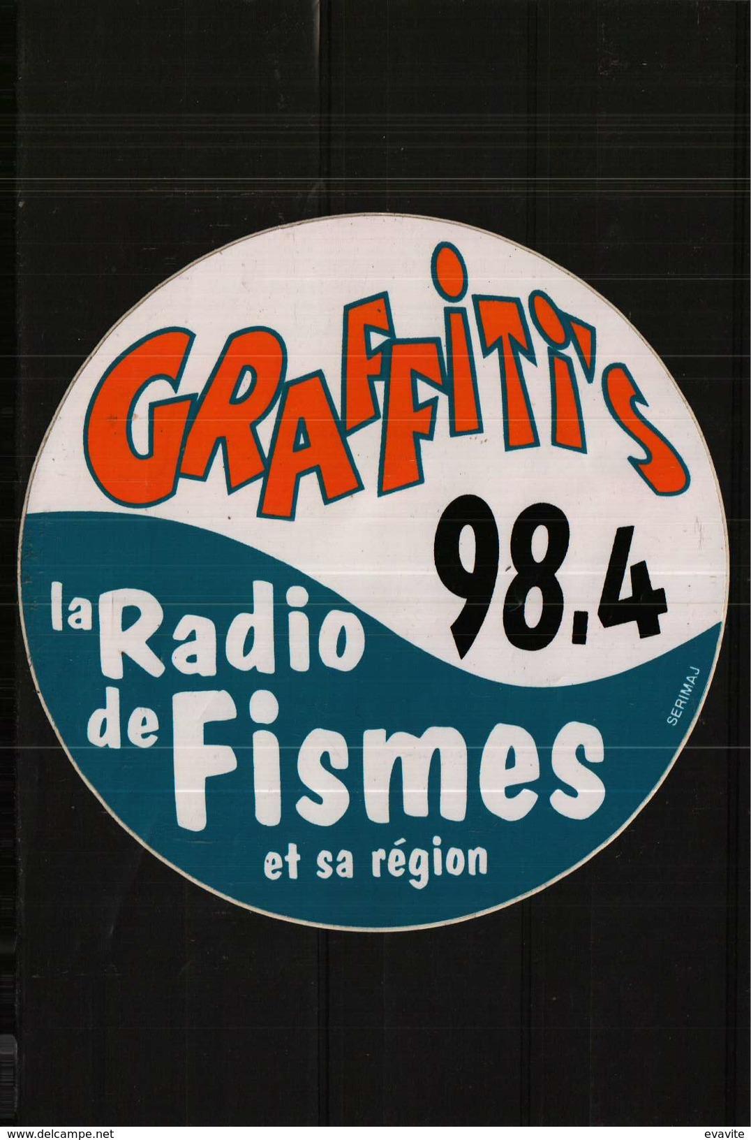 Autocollant  -  GRAFFITIS 98,4   -  La Radio De  FISMES   Et Sa Région - Autocollants