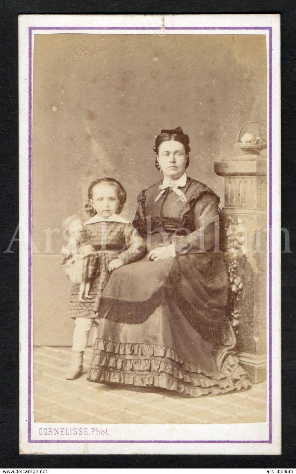 Photo-carte De Visite / CDV / W / Foto / Fille / Girl / Femme / Woman / Doll / Pop / Photo Cornelisse / Bruxelles - Anciennes (Av. 1900)