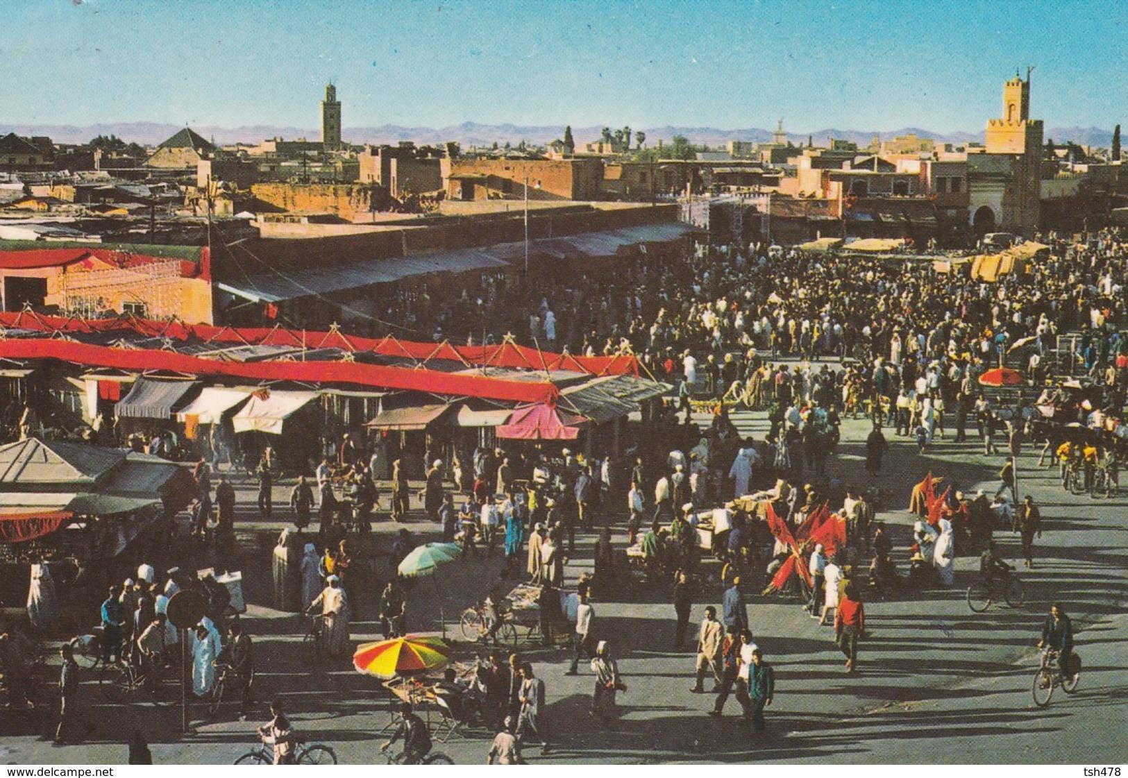 MAROC----MARRAKECH--place Djamaa El Fna---voir  2 Scans - Marrakech