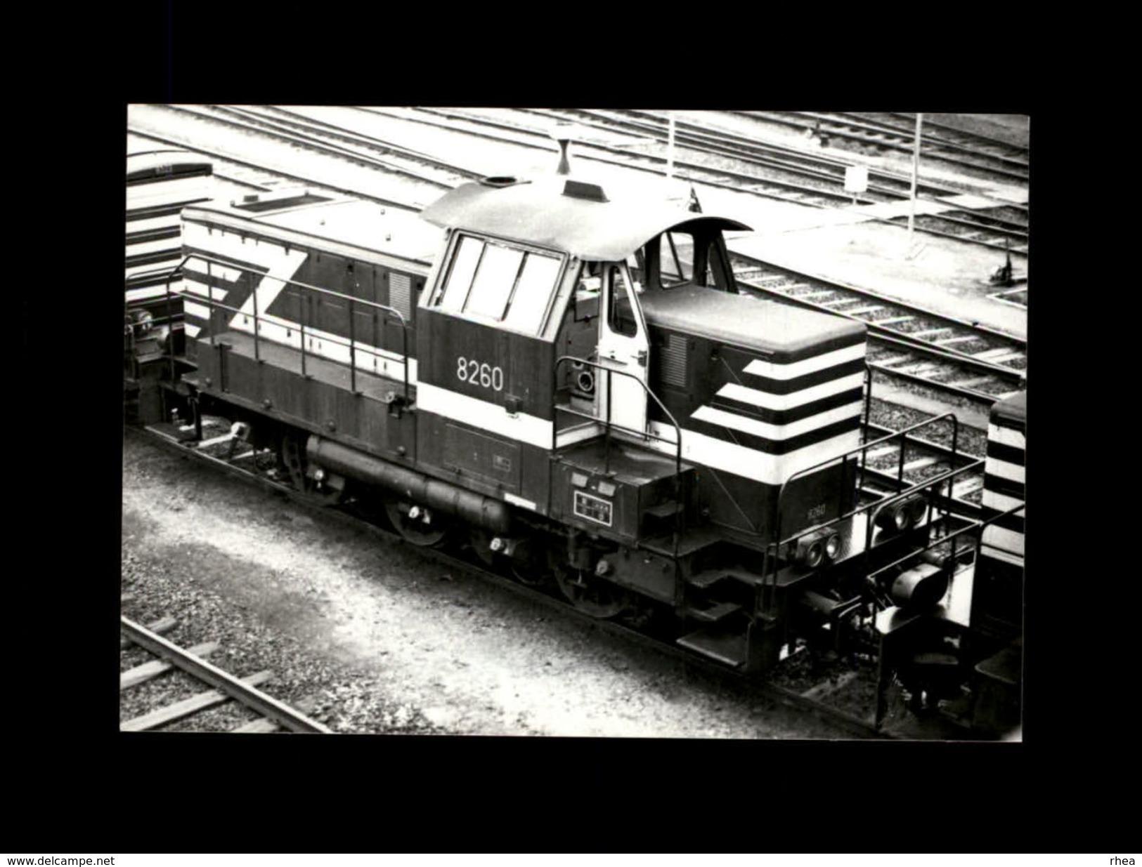 TRAINS - ANVERS - BELGIQUE - Locomotive 8260 - Trains