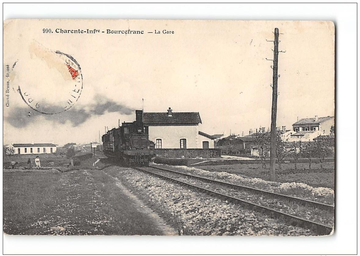CPA 17 Bourcefranc La Gare Et Le Train - France