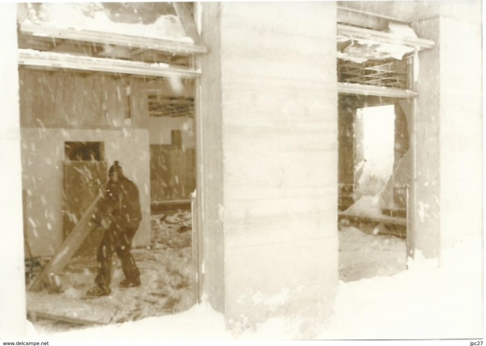 Photo Presse  Catastrophe De VAL D'ISERE En 1969 - 39 Victimes Dans Un Chalet De Jeune à L'heure Du Petit Déjeuner - Photographs