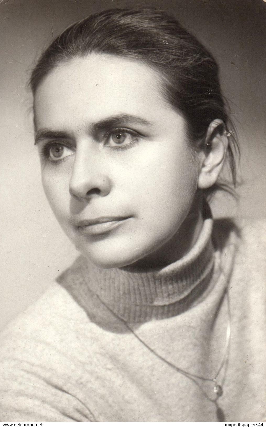 Photo Originale Portrait D'une Jeune Femme Des Années 1970, Col Roulé Et Cheveux Longs - Pin-Ups