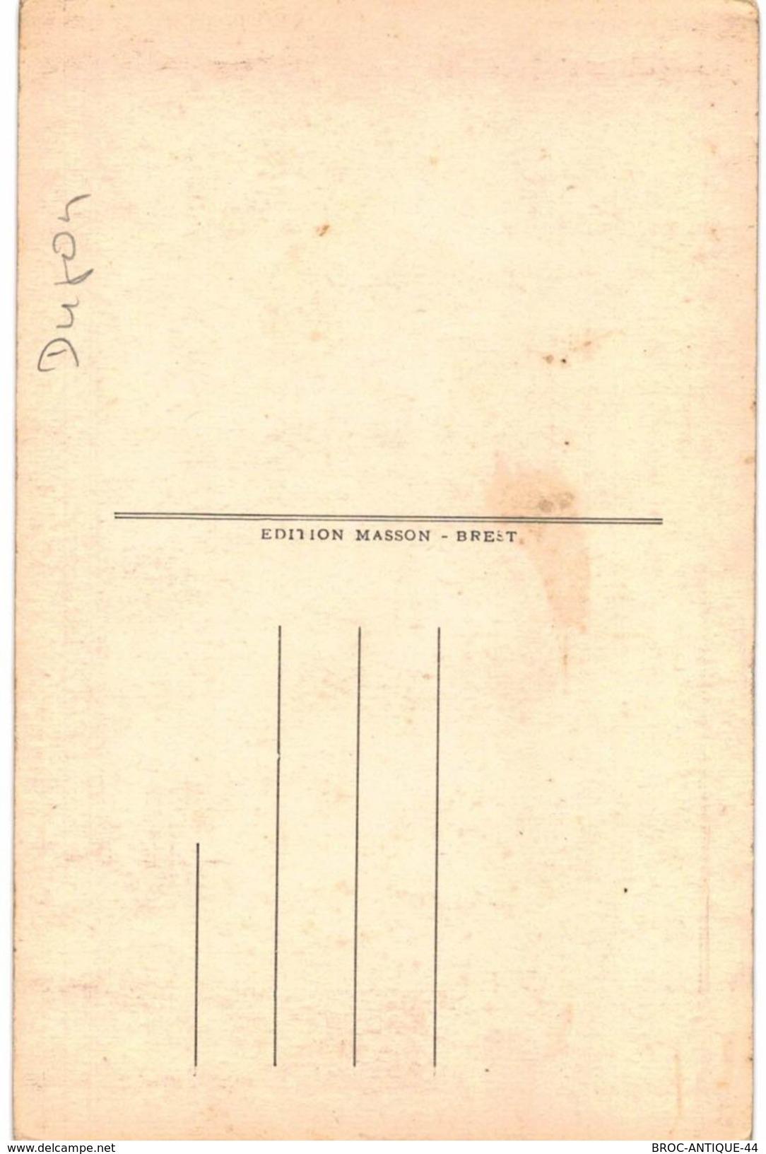 CPA N°10357 - BRIGNOGAN - COSTUMES DE FETE - COSTUME ET COIFFE - FOLKLORE +ARC DE TRIOMPHE DU ROHAU & STATUE DE L' ARVOR - Brignogan-Plage