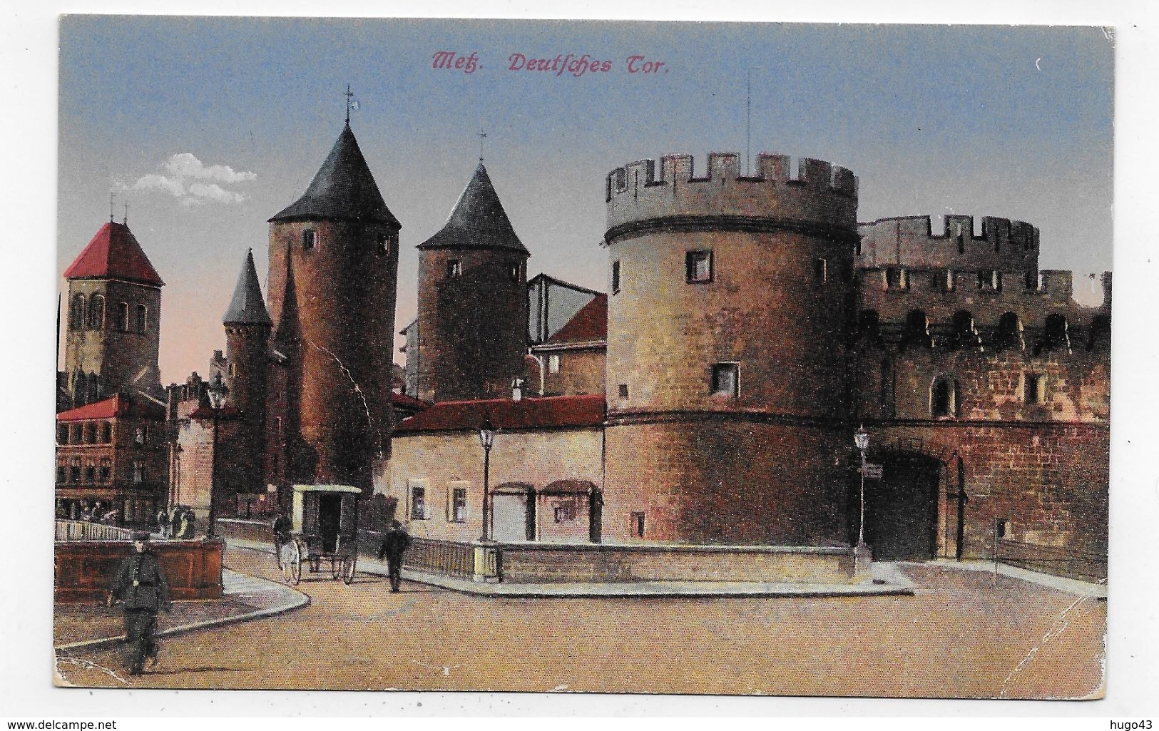 (RECTO / VERSO) METZ EN 1918 - DEUTCHES TOR AVEC PERSONNAGES - LEGER PLI ANGLE BAS A DROITE - CPA VOYAGEE - Metz