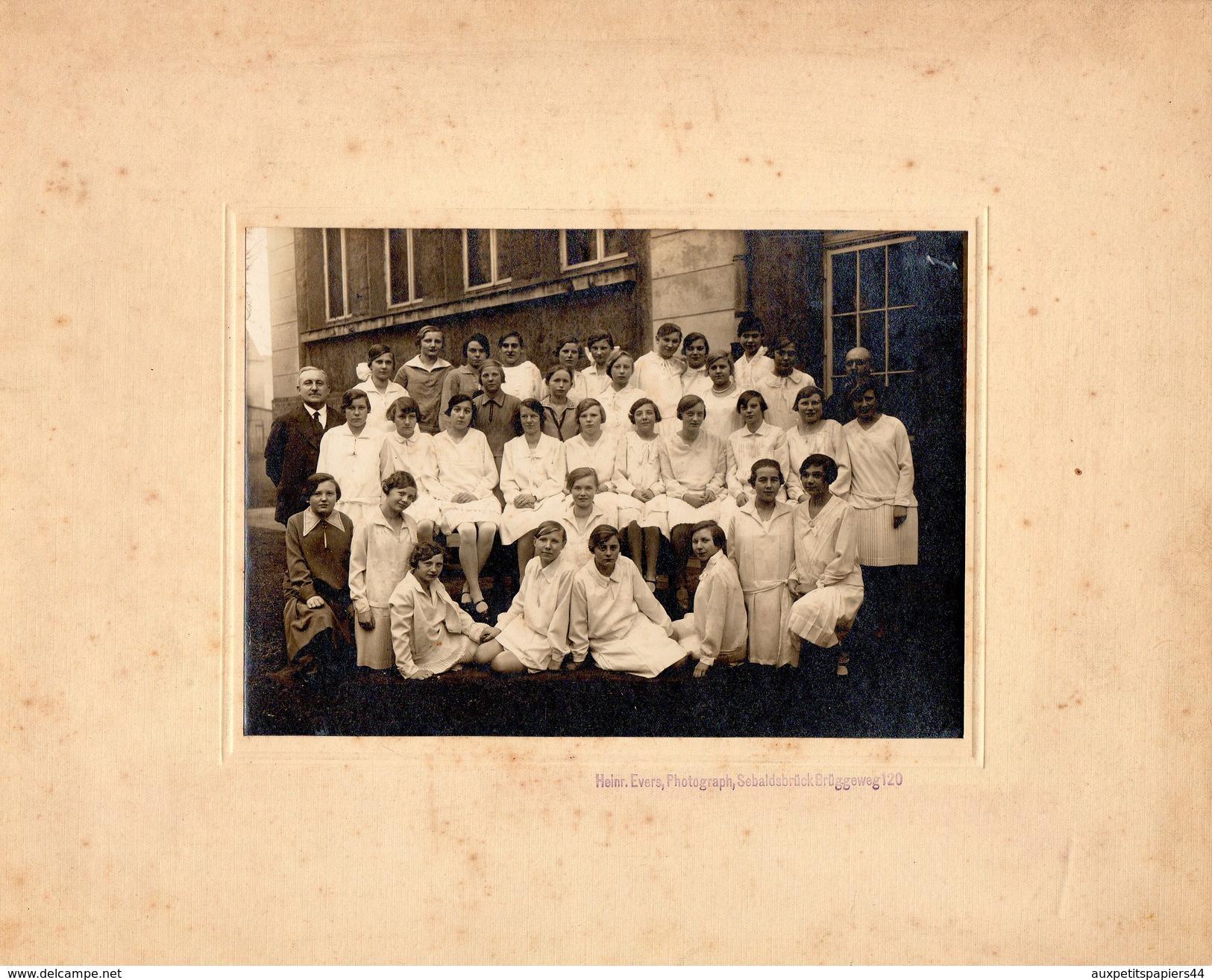 Grande Photo Originale Scolaire - Photo De Classe De Jeunes Femmes Berlinoises - Brügge Weg Vers 1930 - Berlin - Anonyme Personen