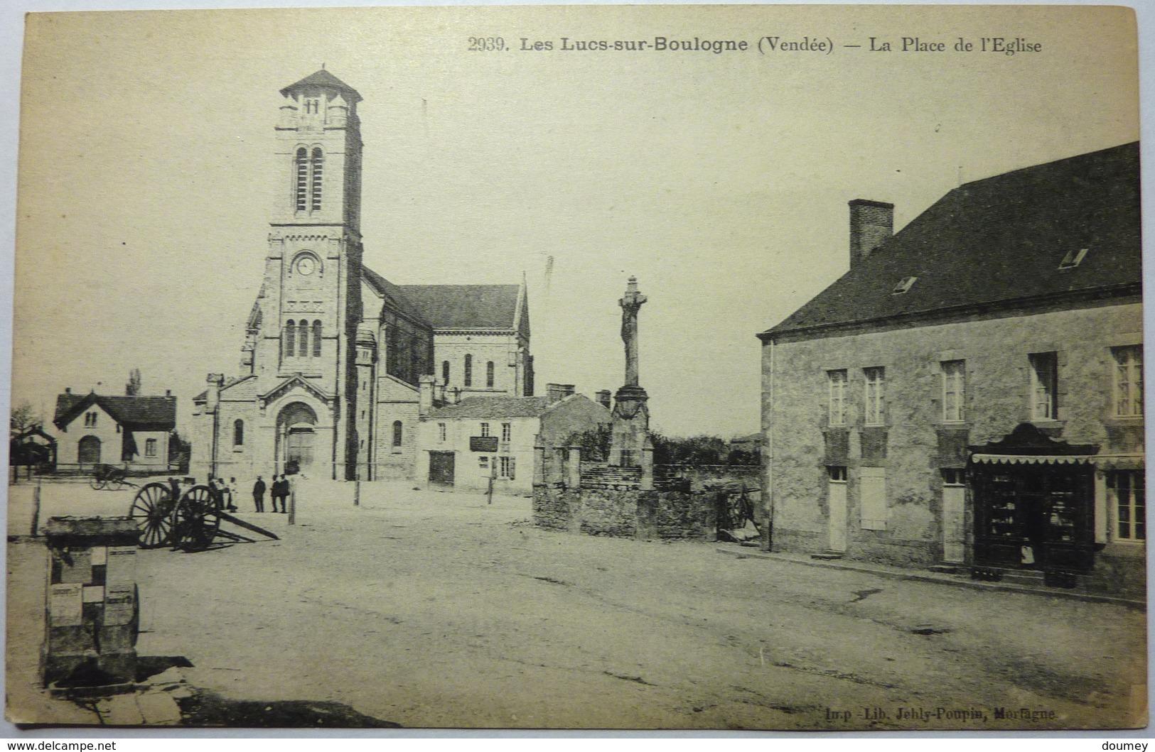 LA PLACE DE L'ÉGLISE - LES LUCS SUR BOULOGNE - Les Lucs Sur Boulogne