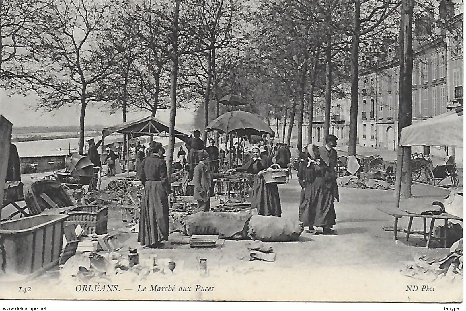 ORLEANS LE MARCHE AUX PUCES TRES ANIME BORDS DE LOIRE 1906 VUE PAS COURANTE TRES BON ETAT - Orleans