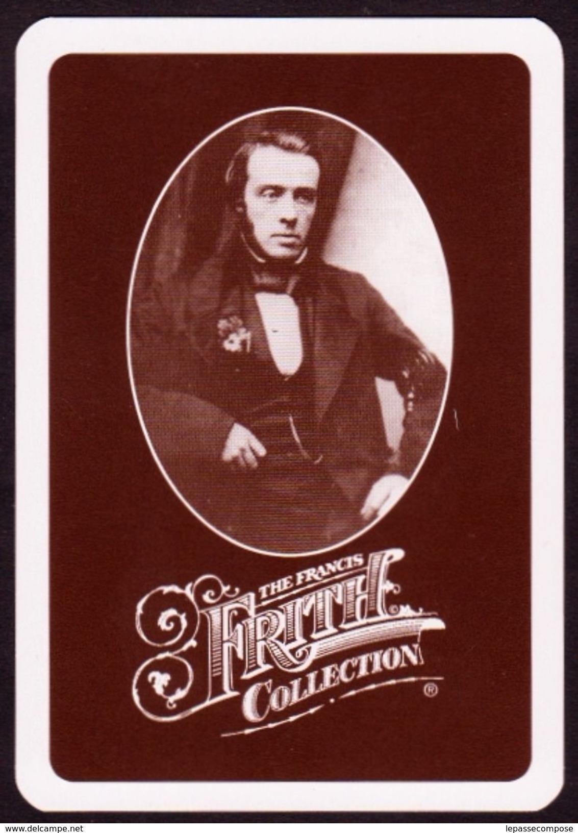 CARTE A JOUER - LE MONTREUR D' OURS EN 1895 - 2 DE PIQUE ISSU D'UN JEU DE CARTE CONTEMPORAIN - Cartes à Jouer