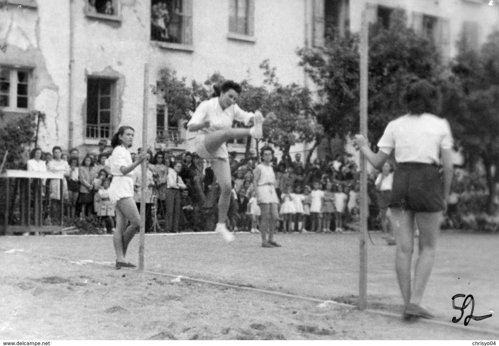 78Cu  Grande Photo (17cm X 11cm) Sport Saut En Hauteur Jeunes Filles Sport école - Cartes Postales
