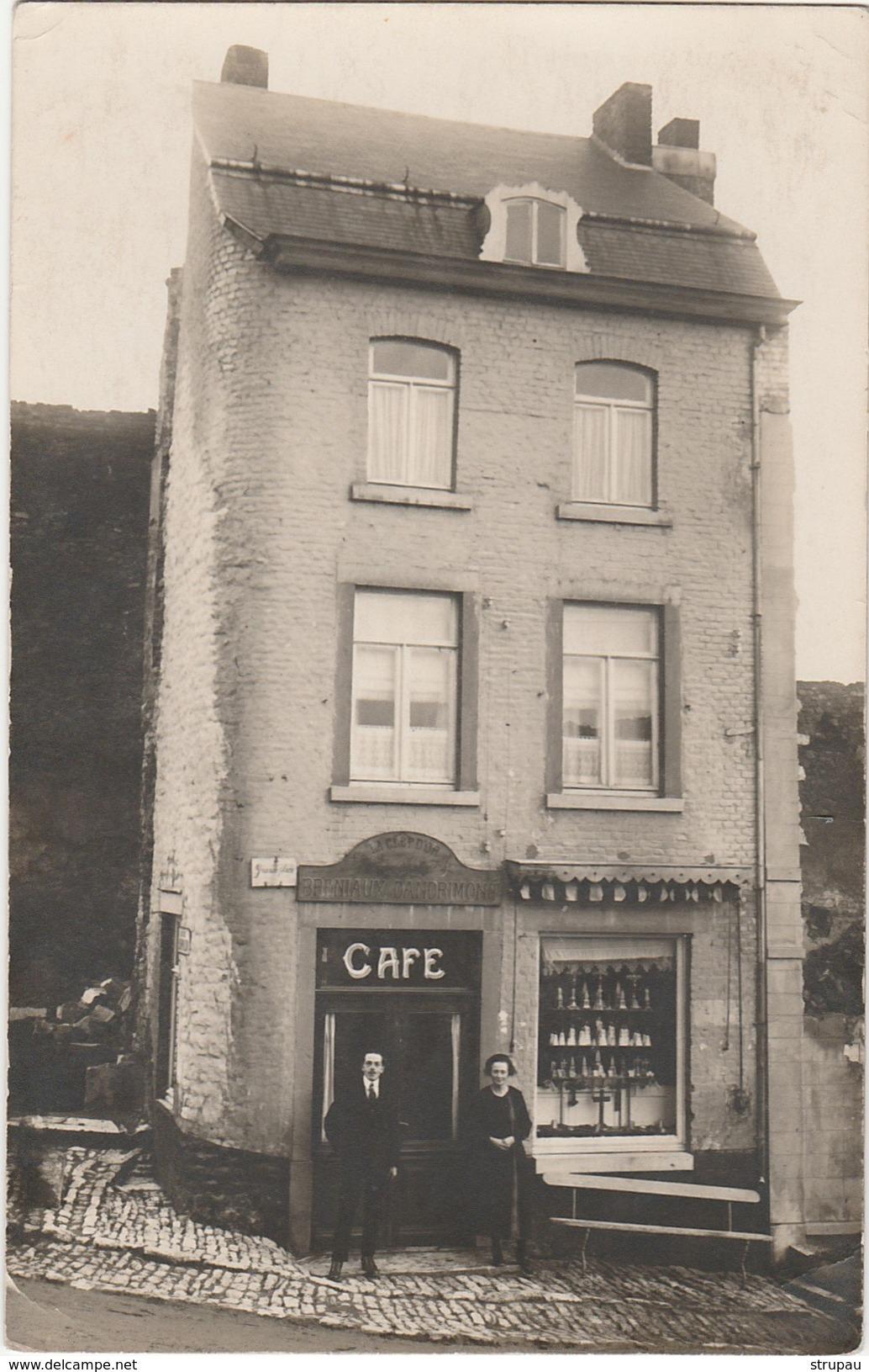 Photo Carte. WALCOURT Grand'Place,2. Café La Clef D'Or, Breniaux-Dandrimont. Vente De Vierges Noires En Porcelaines - Walcourt