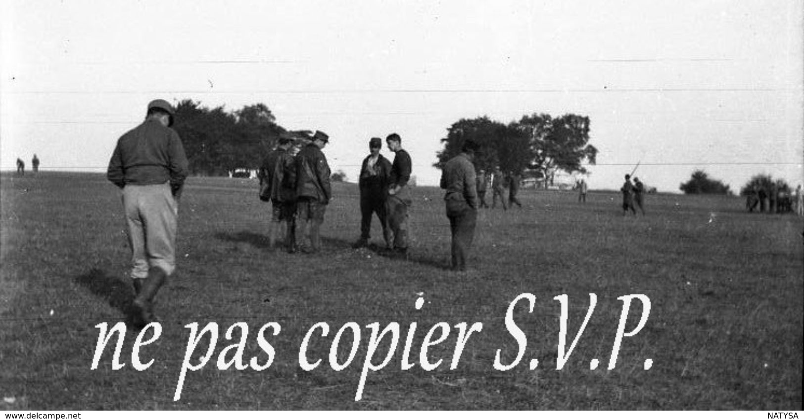 Guerre 14-18 AVIATION ARMURIER ET RECHERCHE BOMBES 2 Négatifs  Militaire Escadrille VB 110 Aerodrome MALZEVILLE 1915 - 1914-18